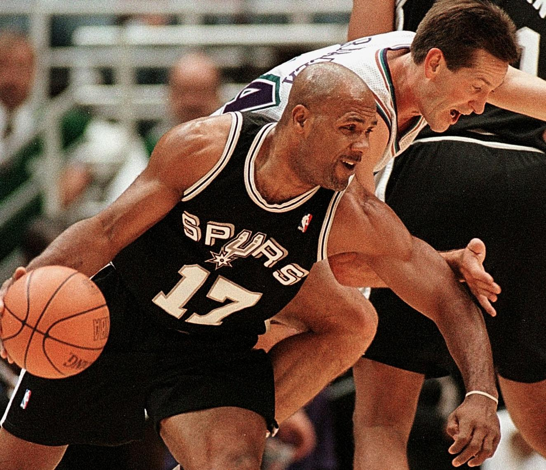 Mario Elie of the San Antonio Spurs (L) tries to d