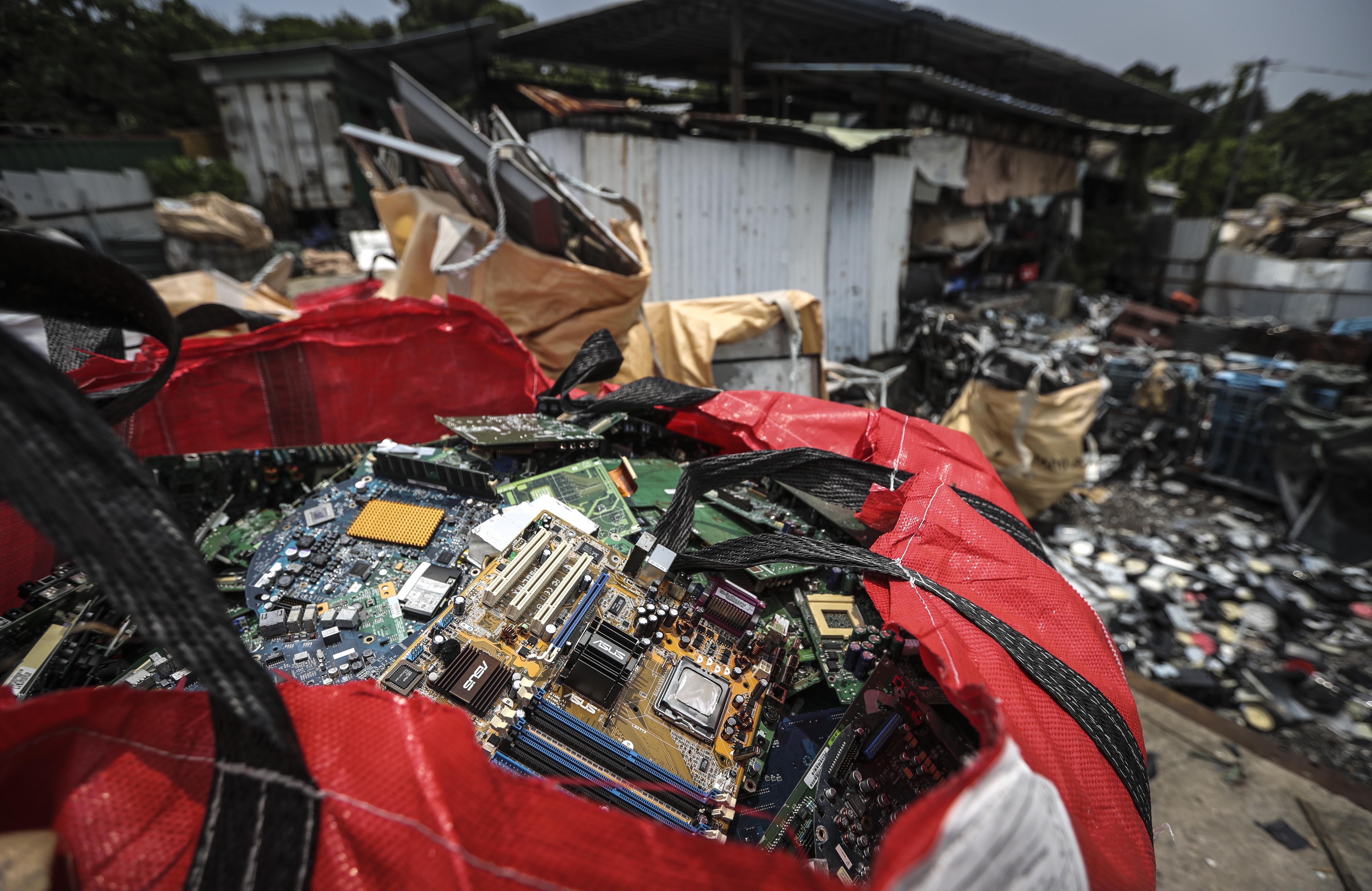 Illegal e-waste dumping grounds in Yuen Long. [No. 3] . 09JUL16 SCMP/ Bruce Yan