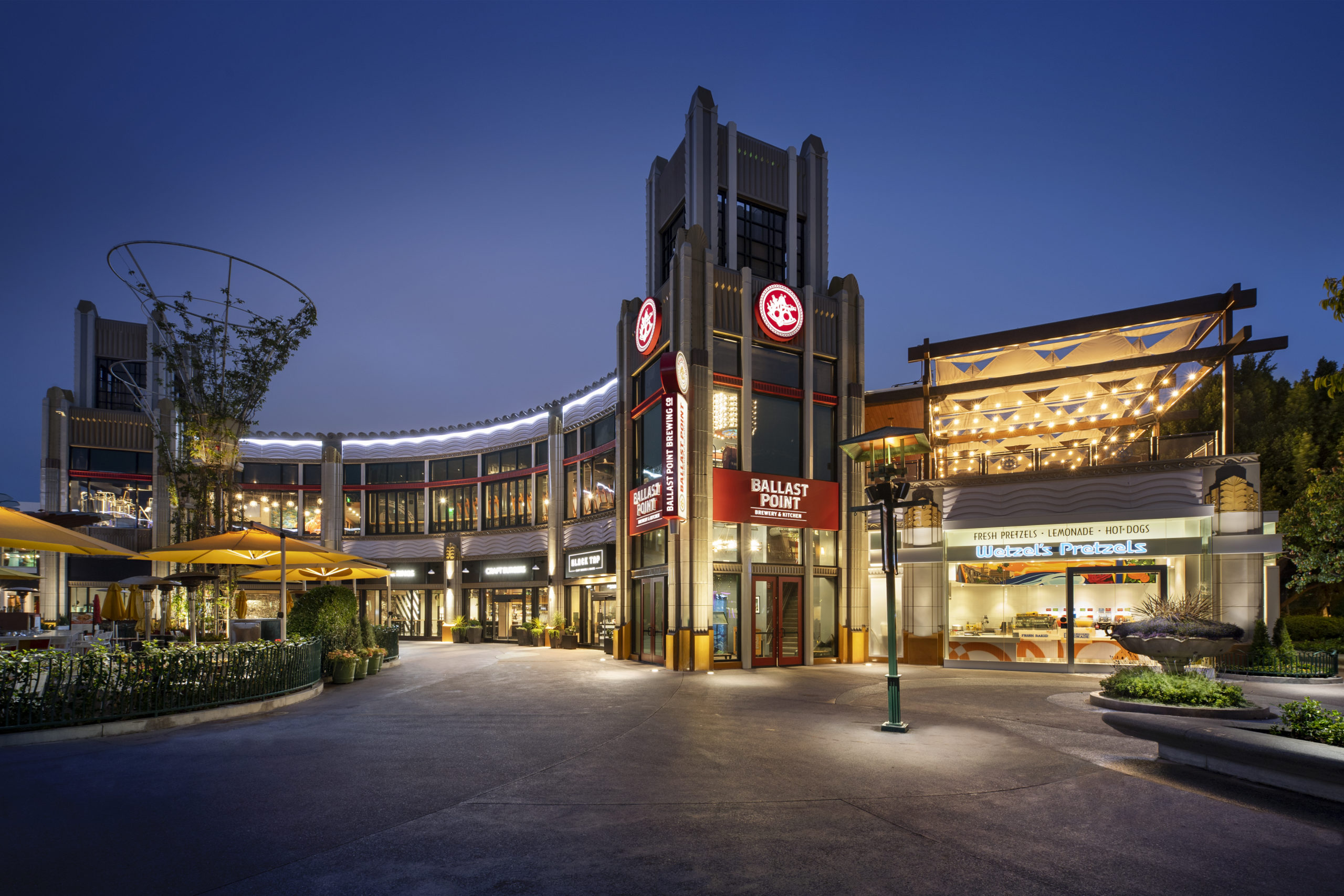 Downtown Disney District at the Disneyland Resort is a fresh, one-of-a-kind Disney experience, immersing guests by day and night in an exciting mix of family-friendly dining, shopping and more.
