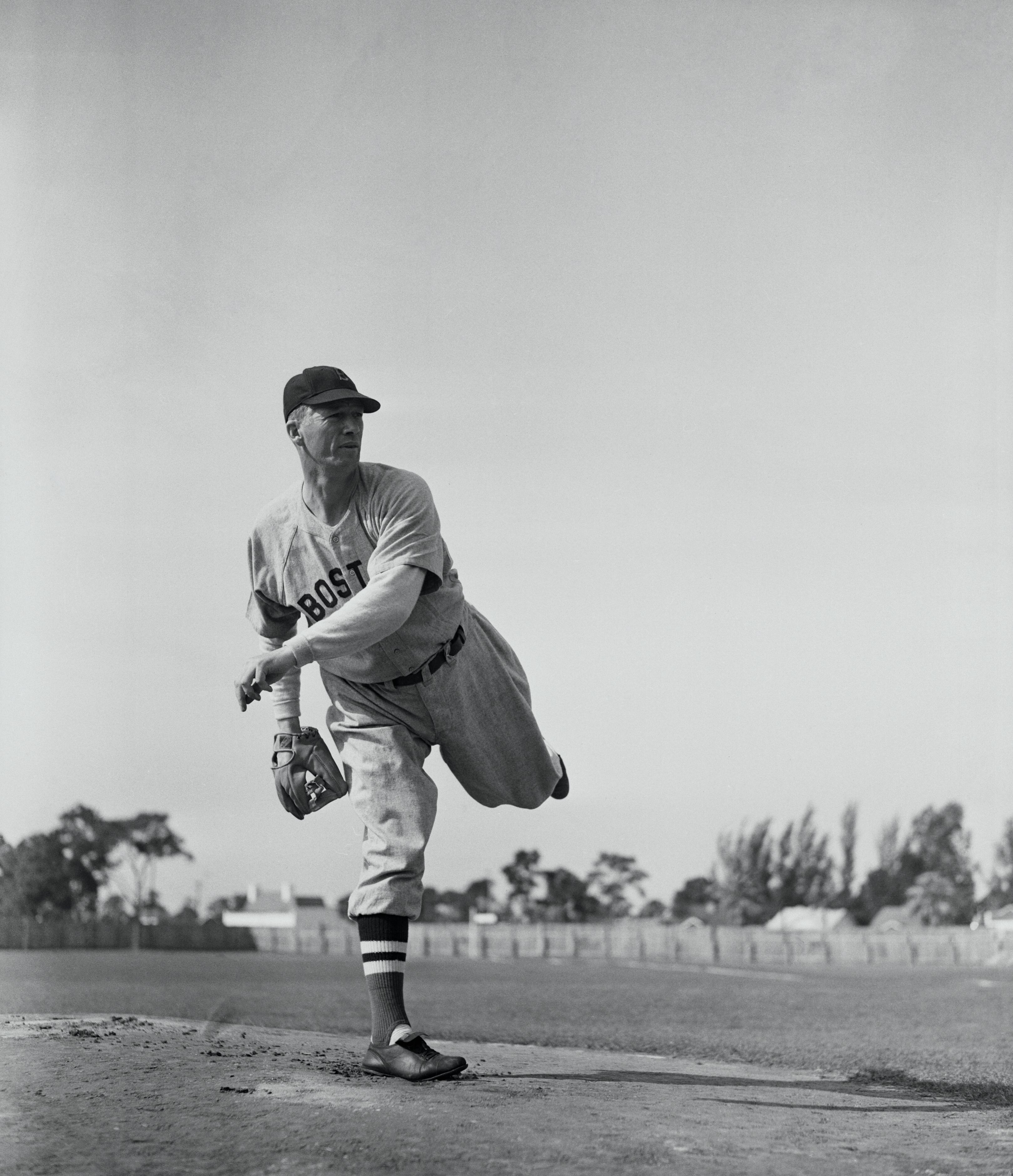"""R.""""Lefty"""" Grove Piching Leg In Air 1941"""