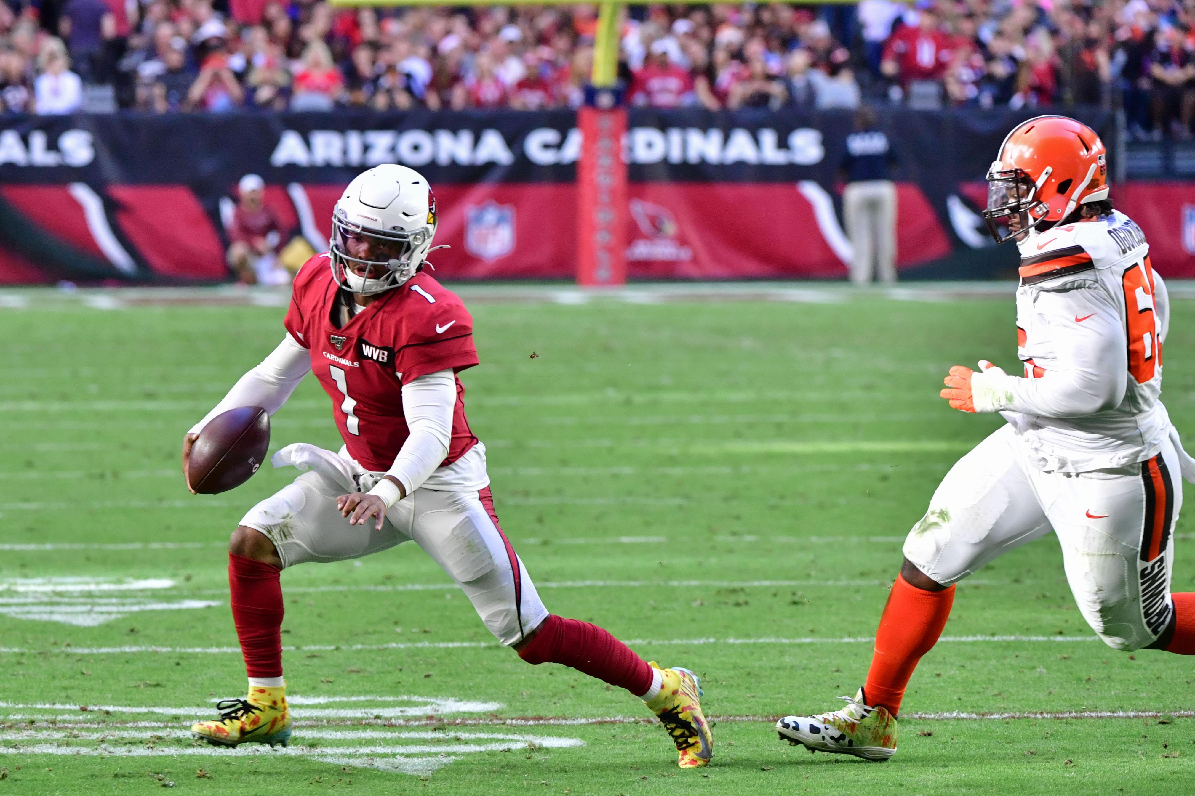 Arizona Cardinals quarterback Kyler Murray runs the ball against Cleveland Browns.