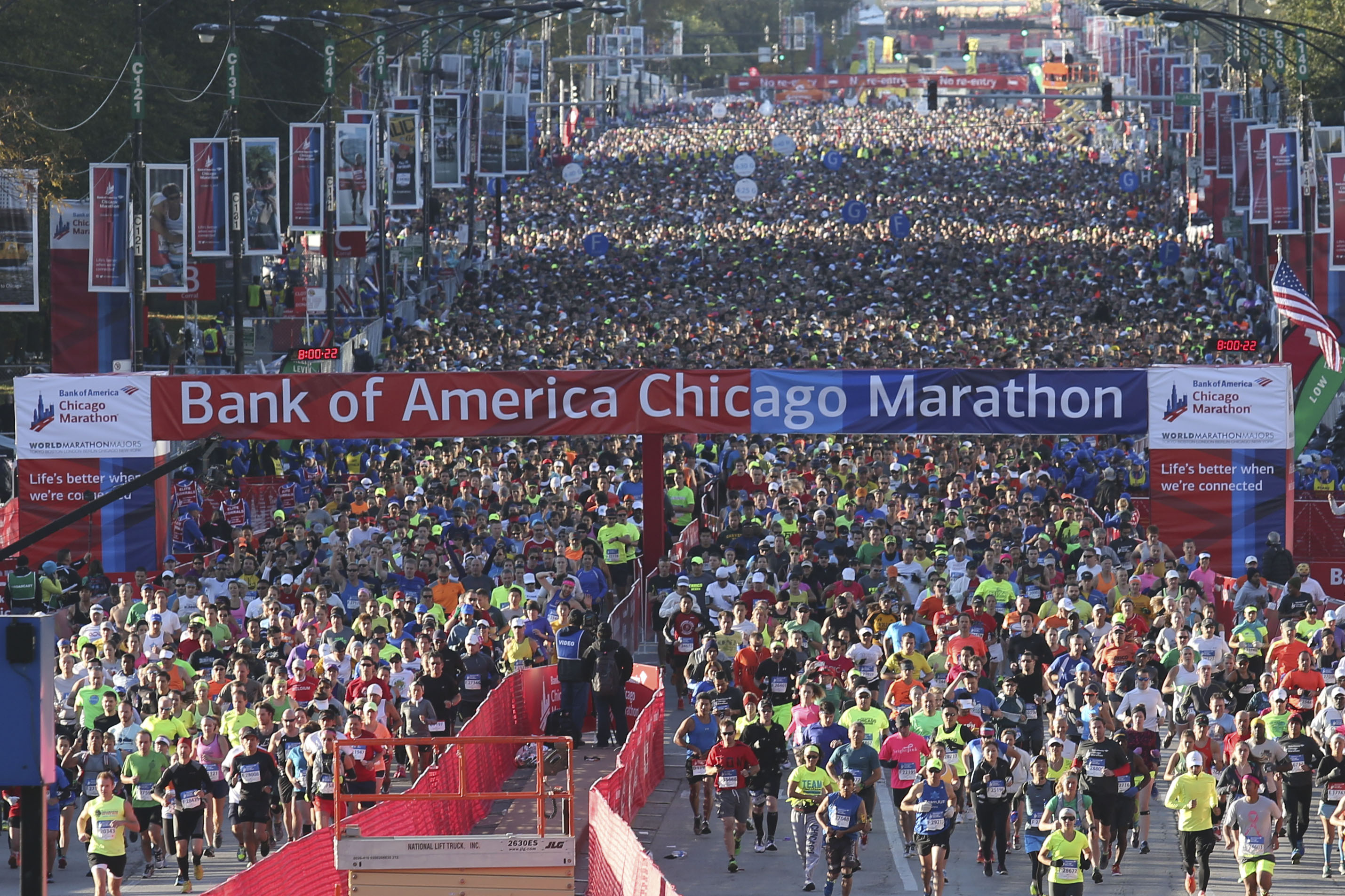 Runners begin the 2014 Bank of America Chicago Marathon on Sunday, October 12, 2014.