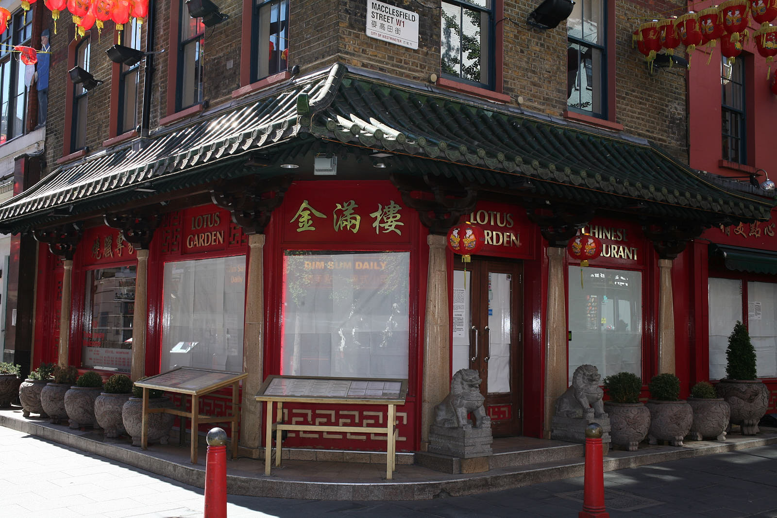 A closed restaurant in Chinatown London