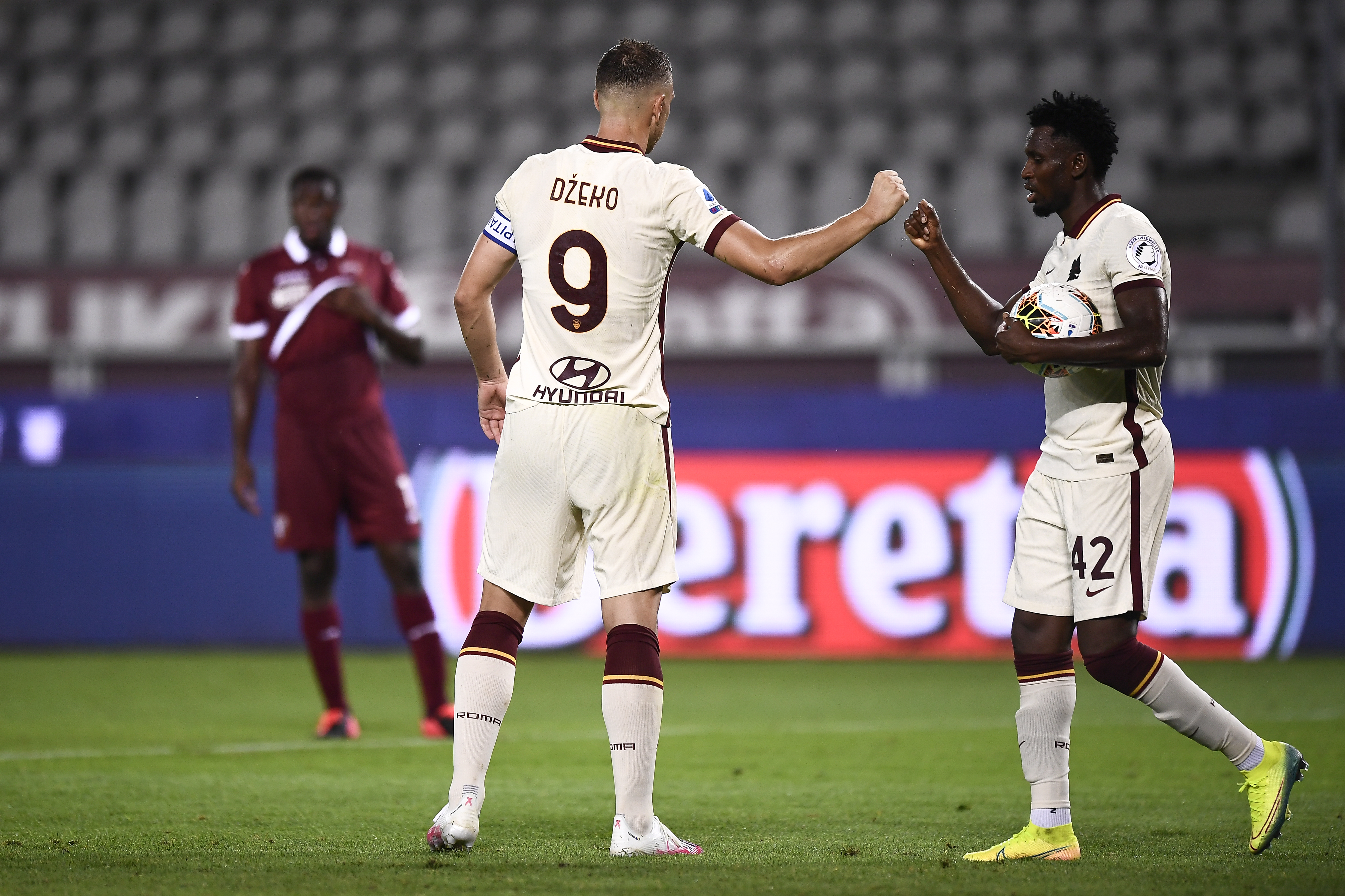 Edin Dzeko and Amadou Diawara of AS Roma gesture during the...