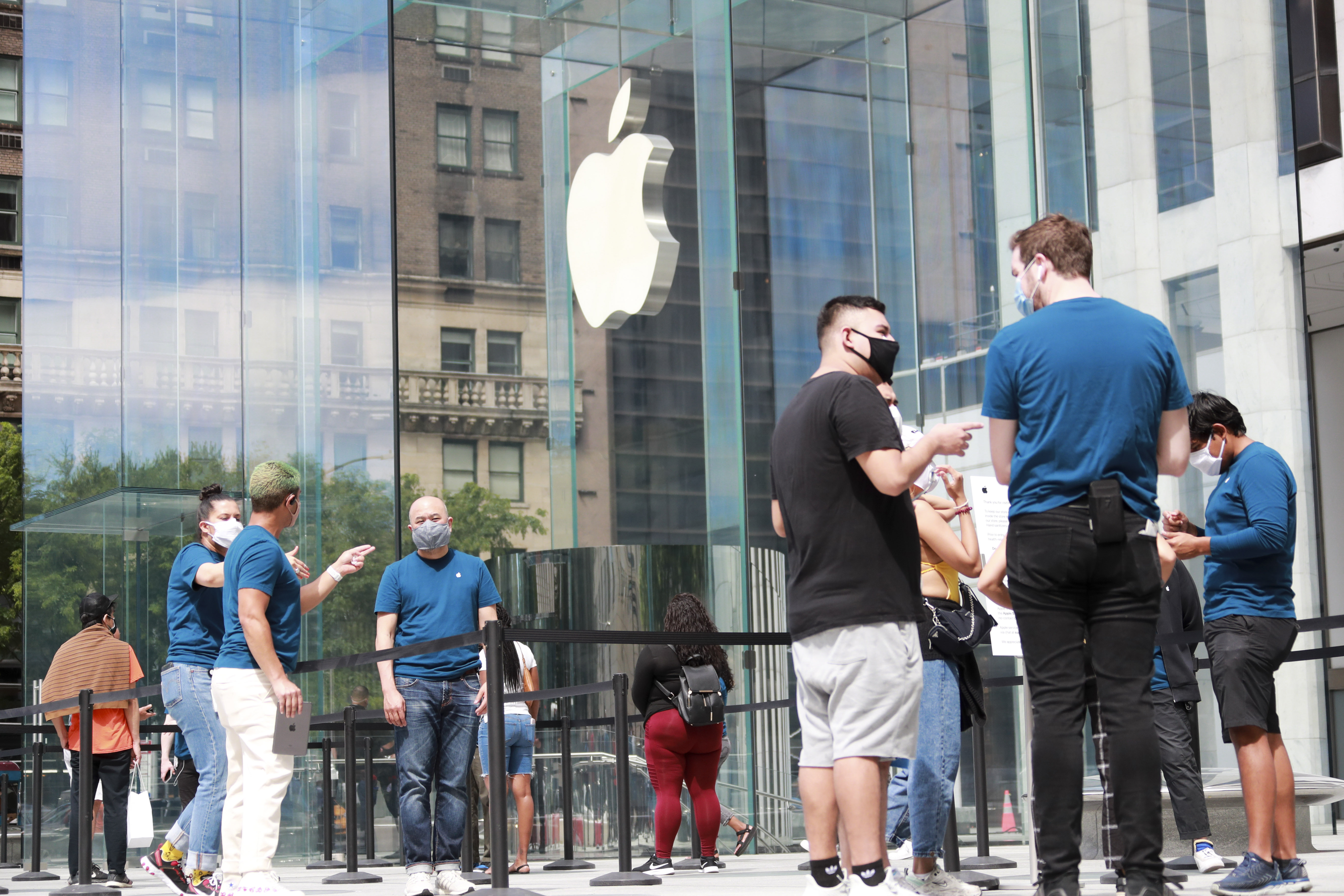 U.S.-NEW YORK-COVID-19-APPLE STORE-REOPENING