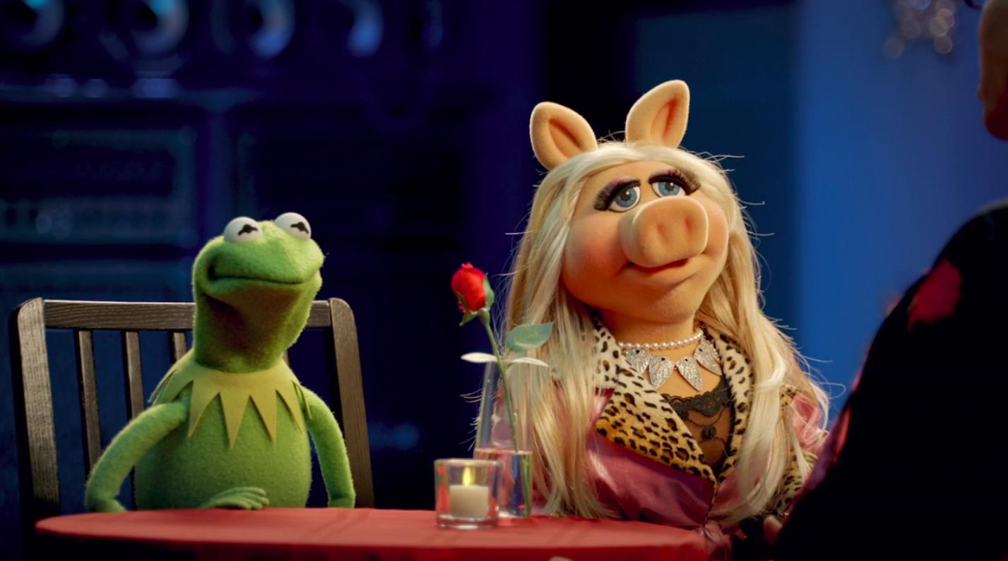 kermit and miss piggy talking to rupaul