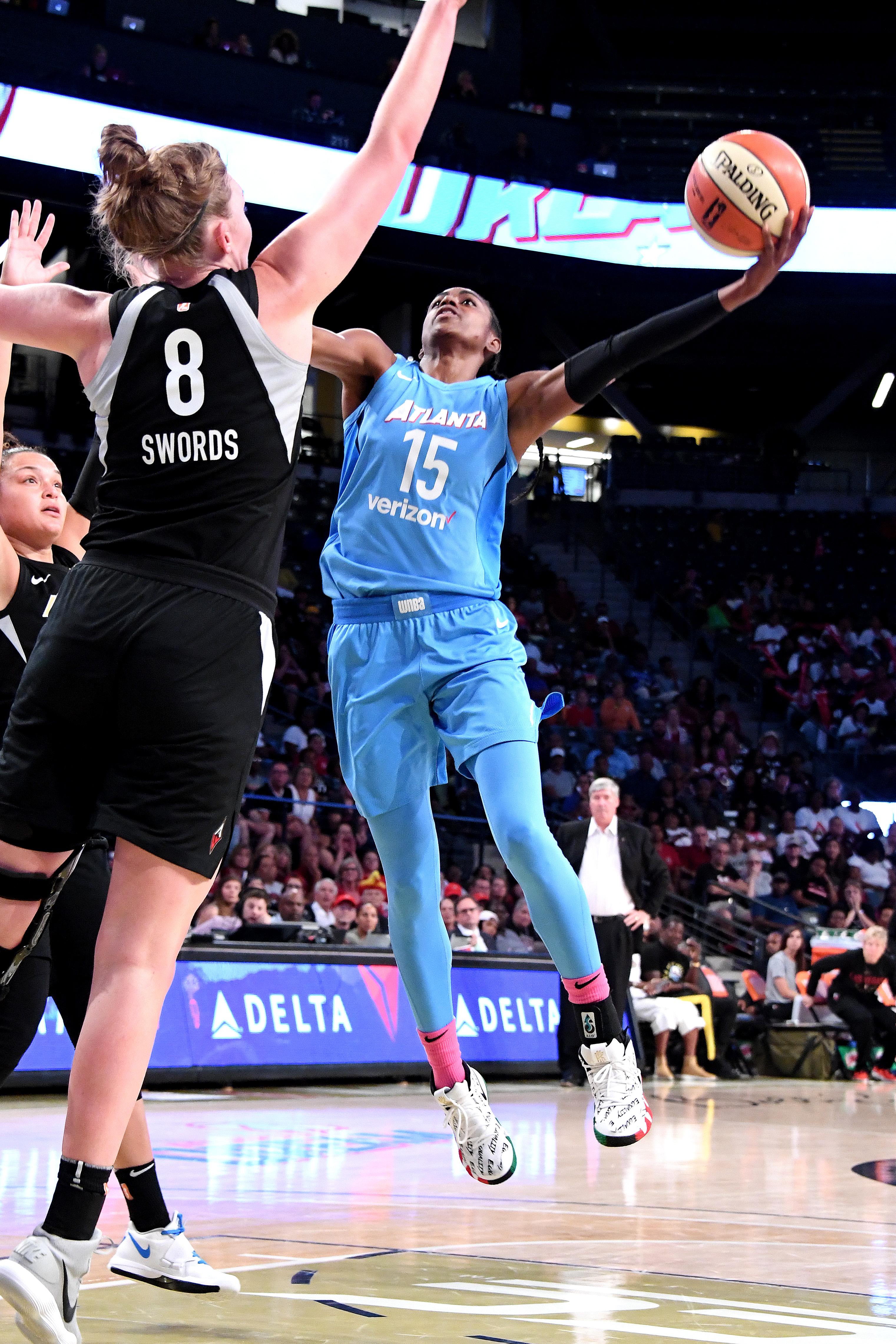 2018年8月7日,在佐治亚州亚特兰大市的麦坎米什馆,亚特兰大梦之队的伊丽莎白·威廉姆斯在对阵拉斯维加斯王牌队的比赛中投篮。
