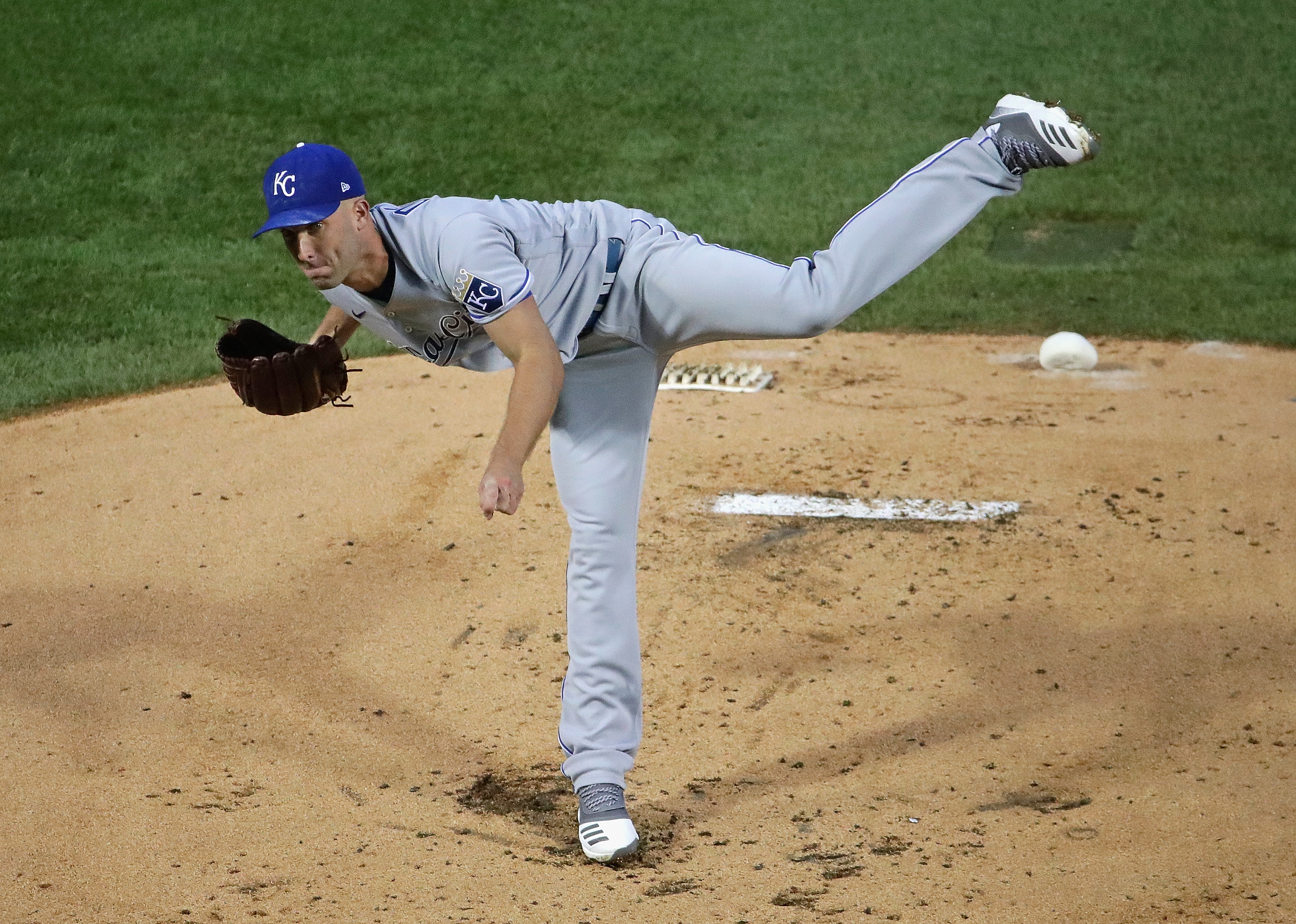 Starting pitcher Danny Duffy #41 of the Kansas City Royals delivers the ball against the Chicago Cubs at Wrigley Field on August 03, 2020 in Chicago, Illinois.