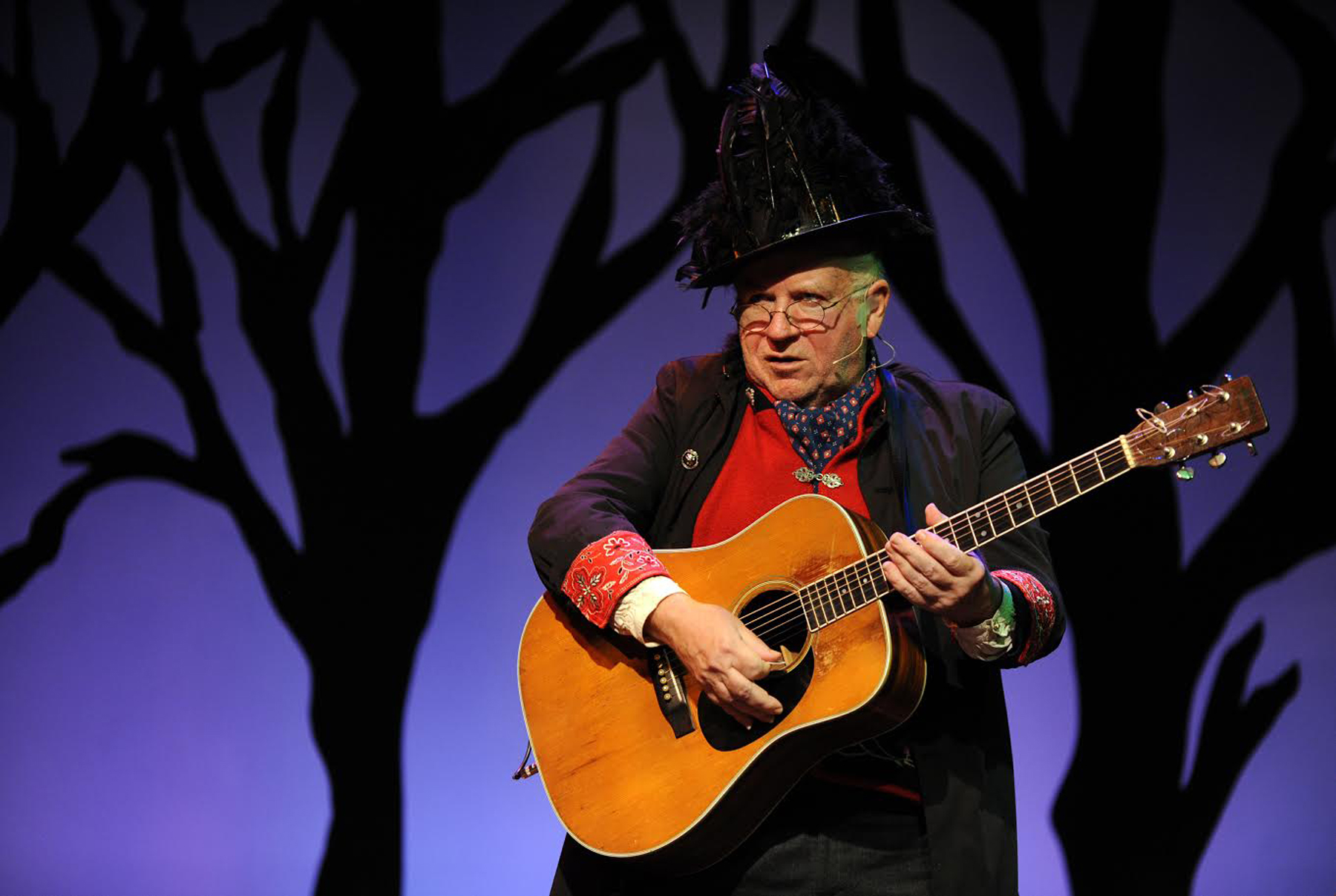 "Michael Smith, who composed the score, performing in the Victory Gardens Theater's musical ""The Snow Queen,"" which debuted in 2006."