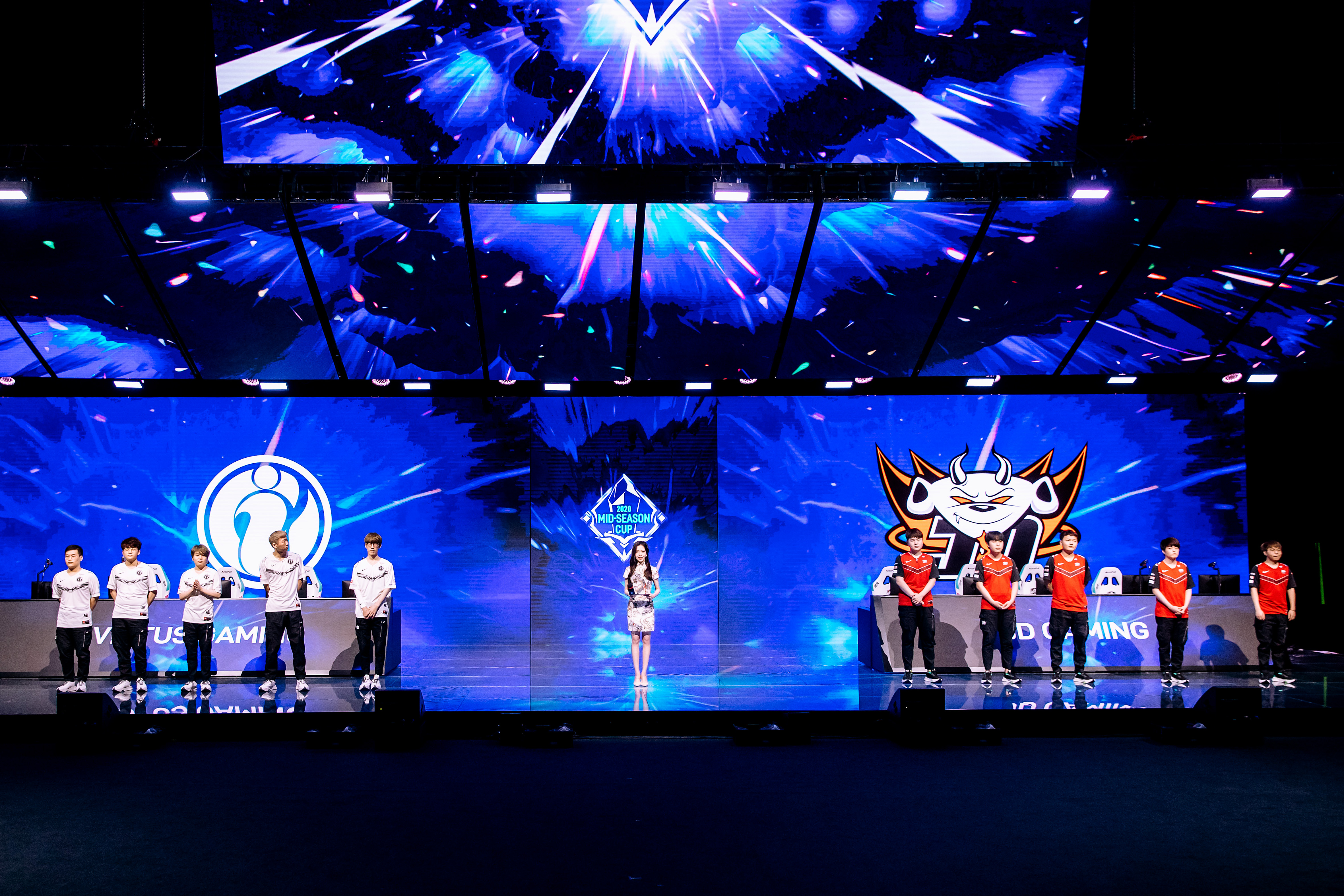 League of Legends Pro League teams Invictus Gaming (L) and JD Gaming (R) pose during the League of Legends Mid-Season Cup at the LPL Arena on May 29.