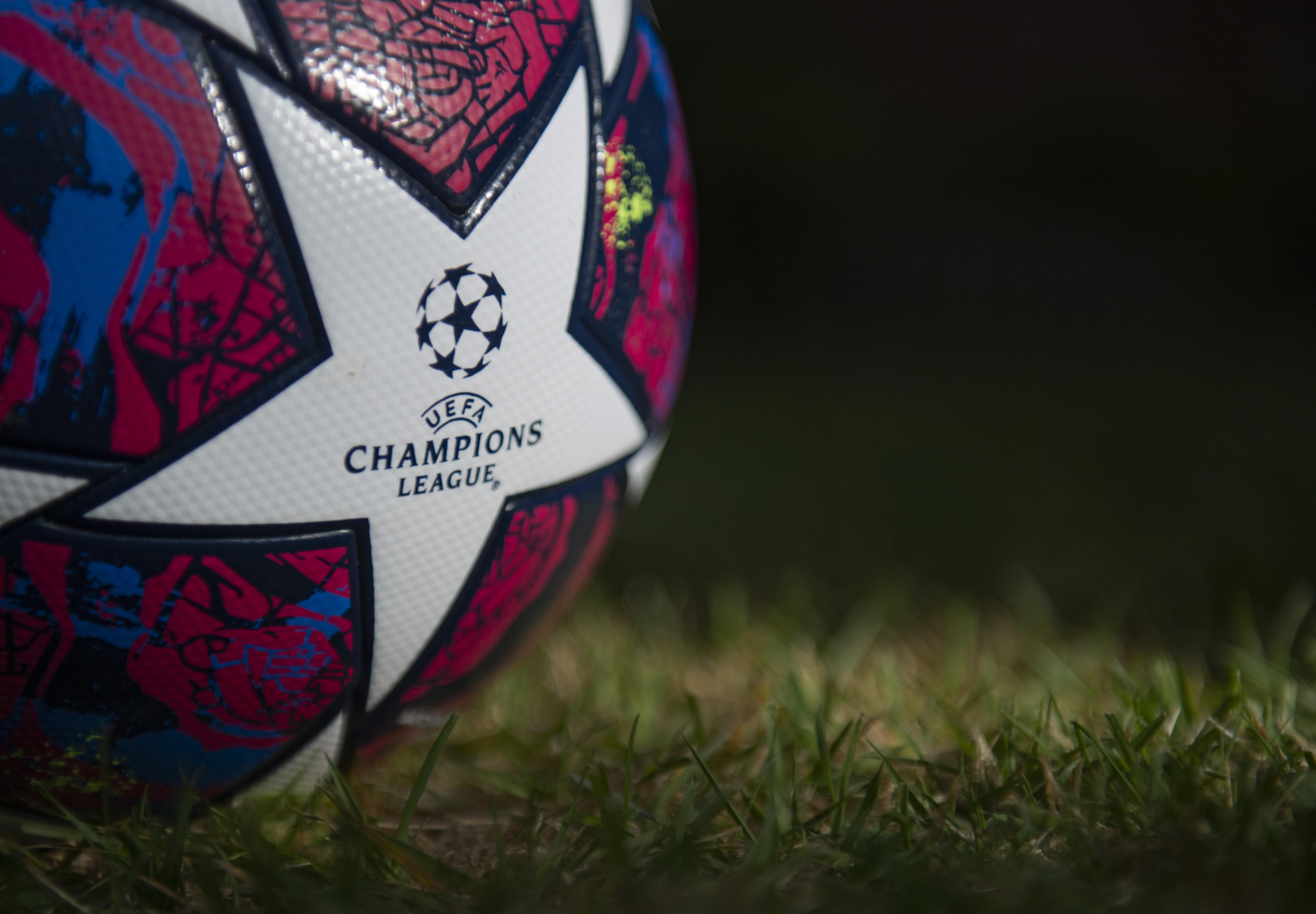 2020年5月5日,在英国曼彻斯特,Starball是阿迪达斯官方的欧冠比赛用球。