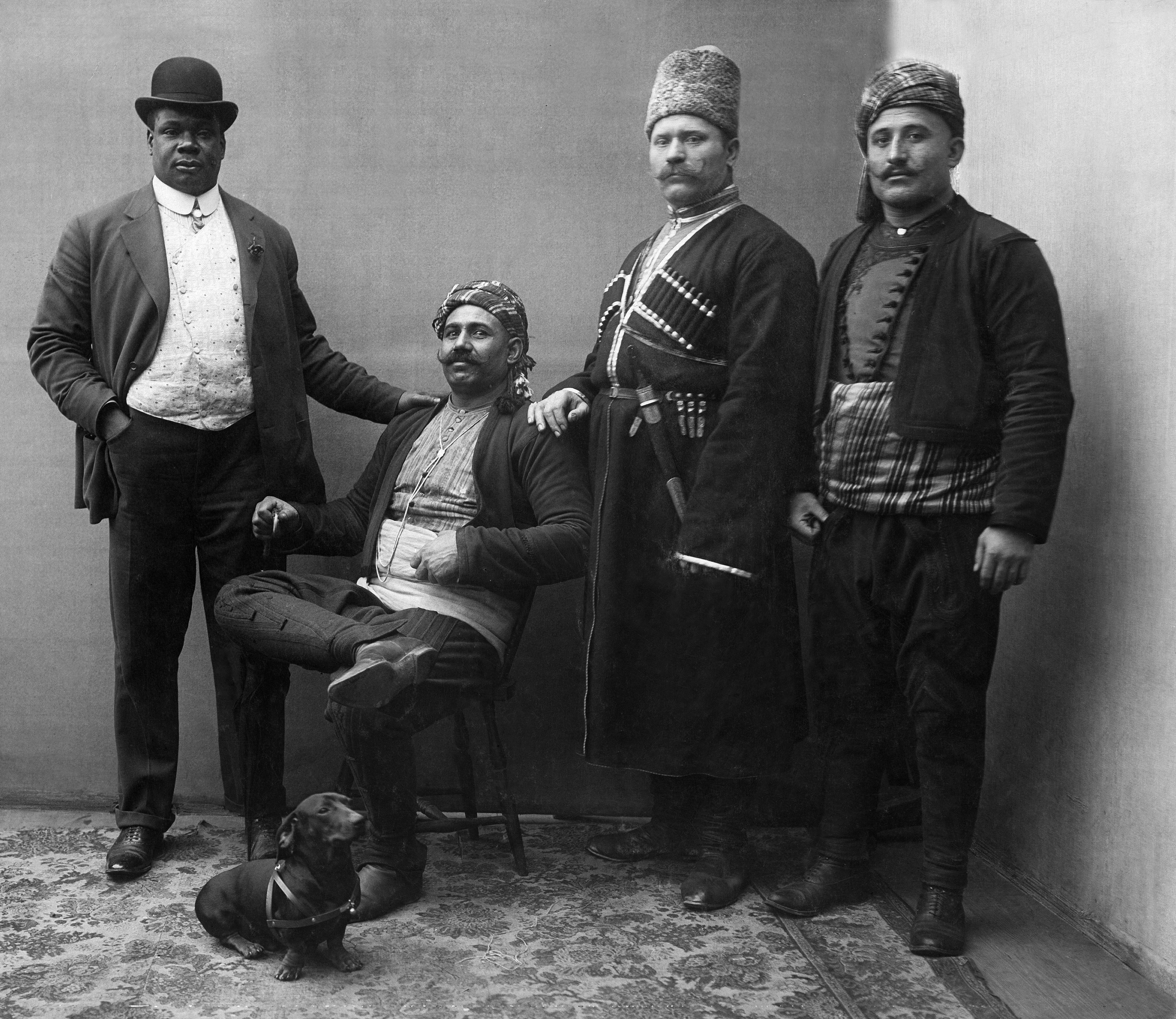 wrestler of the circus 'Busch', f.r.t.l. Anglio (Martinique), Pengal (Turkey), Padonbny (Russia) and Kara Safi (Turkey) - Published by: 'Berliner Illustrirte Zeitung' 12/1907Vintage property of ullstein bild