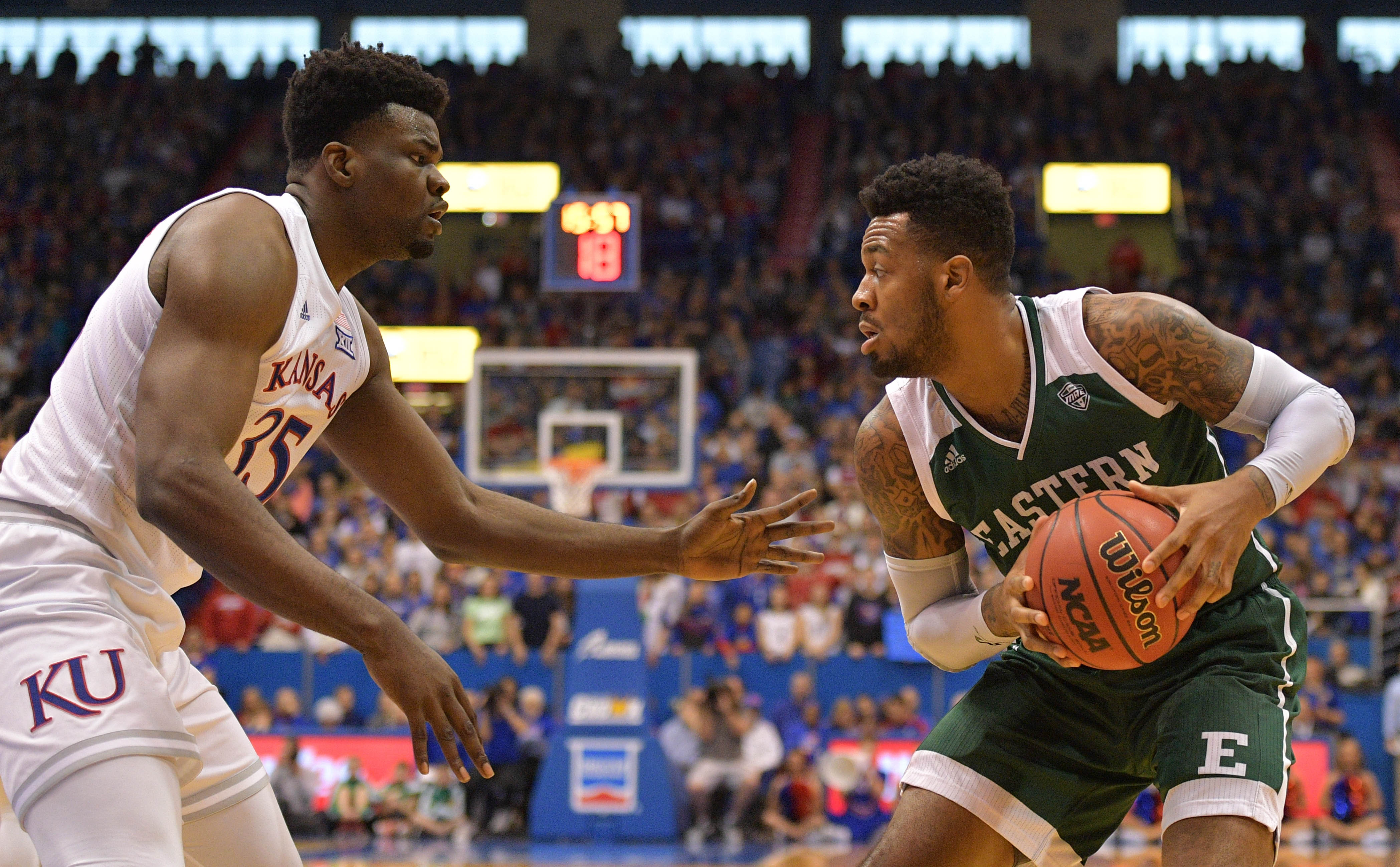 NCAA篮球:东密歇根在堪萨斯