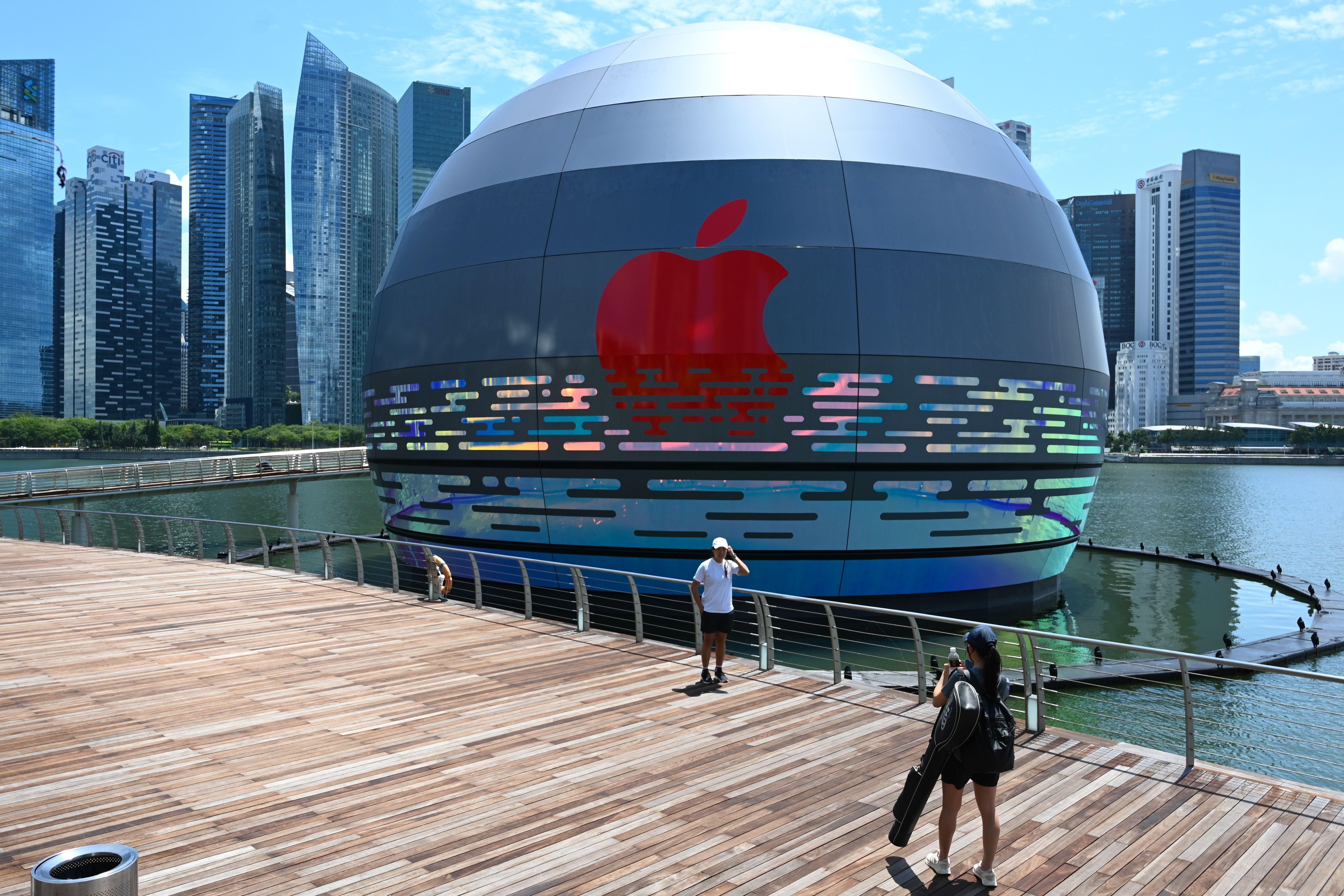 SINGAPORE-ECONOMY-RETAIL