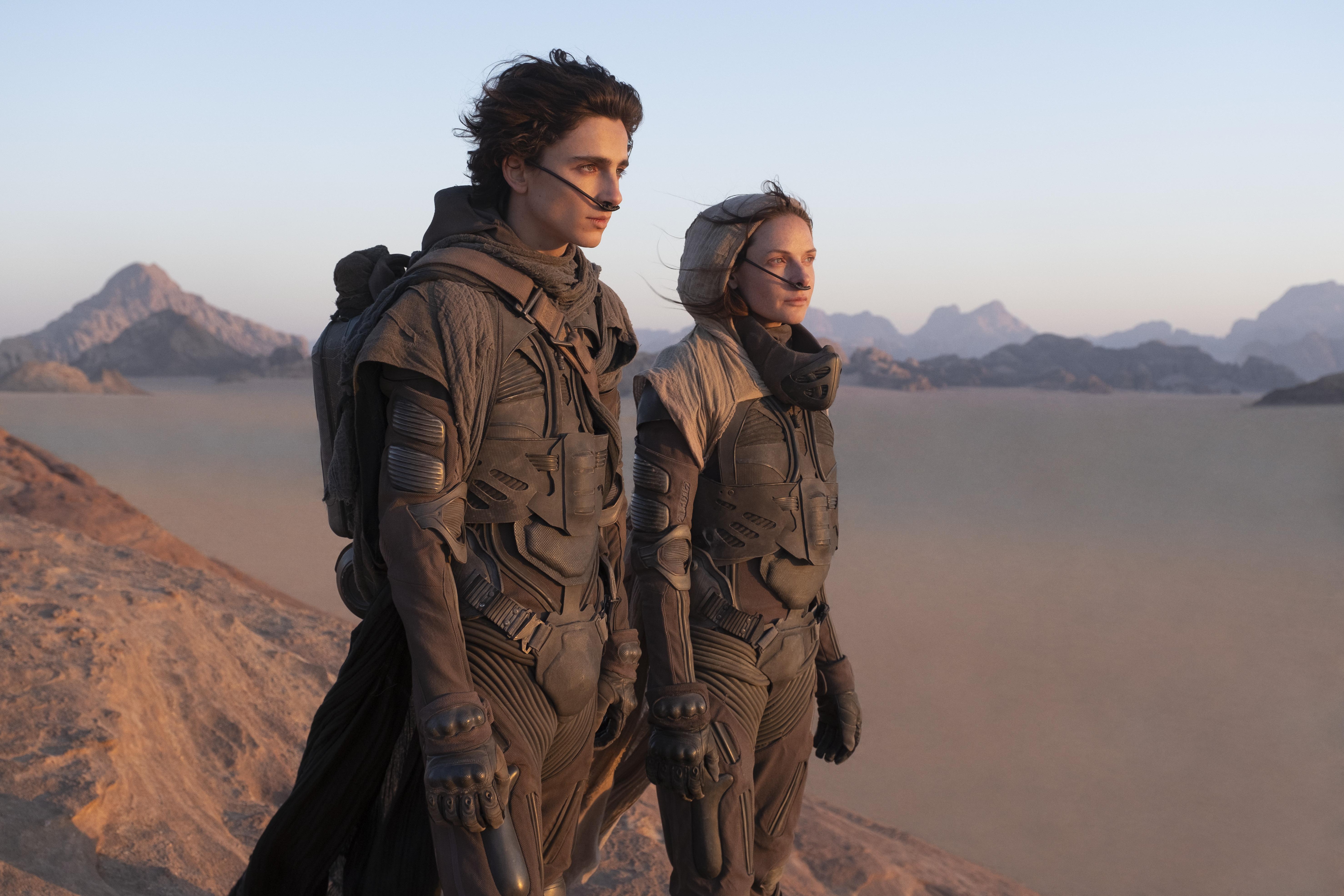 Timothée Chalamet and Rebecca Ferguson pooping in their stillsuits in Dune movie