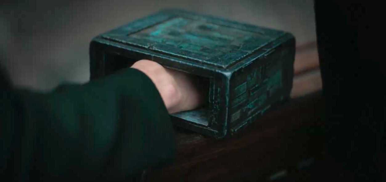 The box from Dune 2020 with Paul's hand in it feeling pain