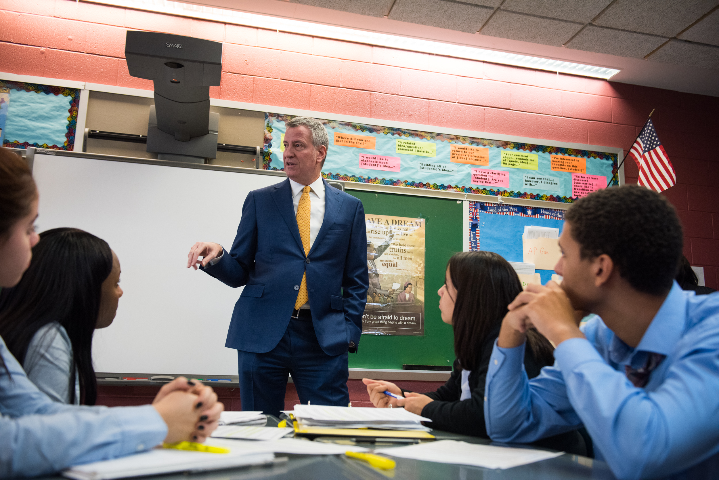 New York City Mayor Bill de Blasio speaks at the Bronx School for Law, Government, and Justice in 2017.