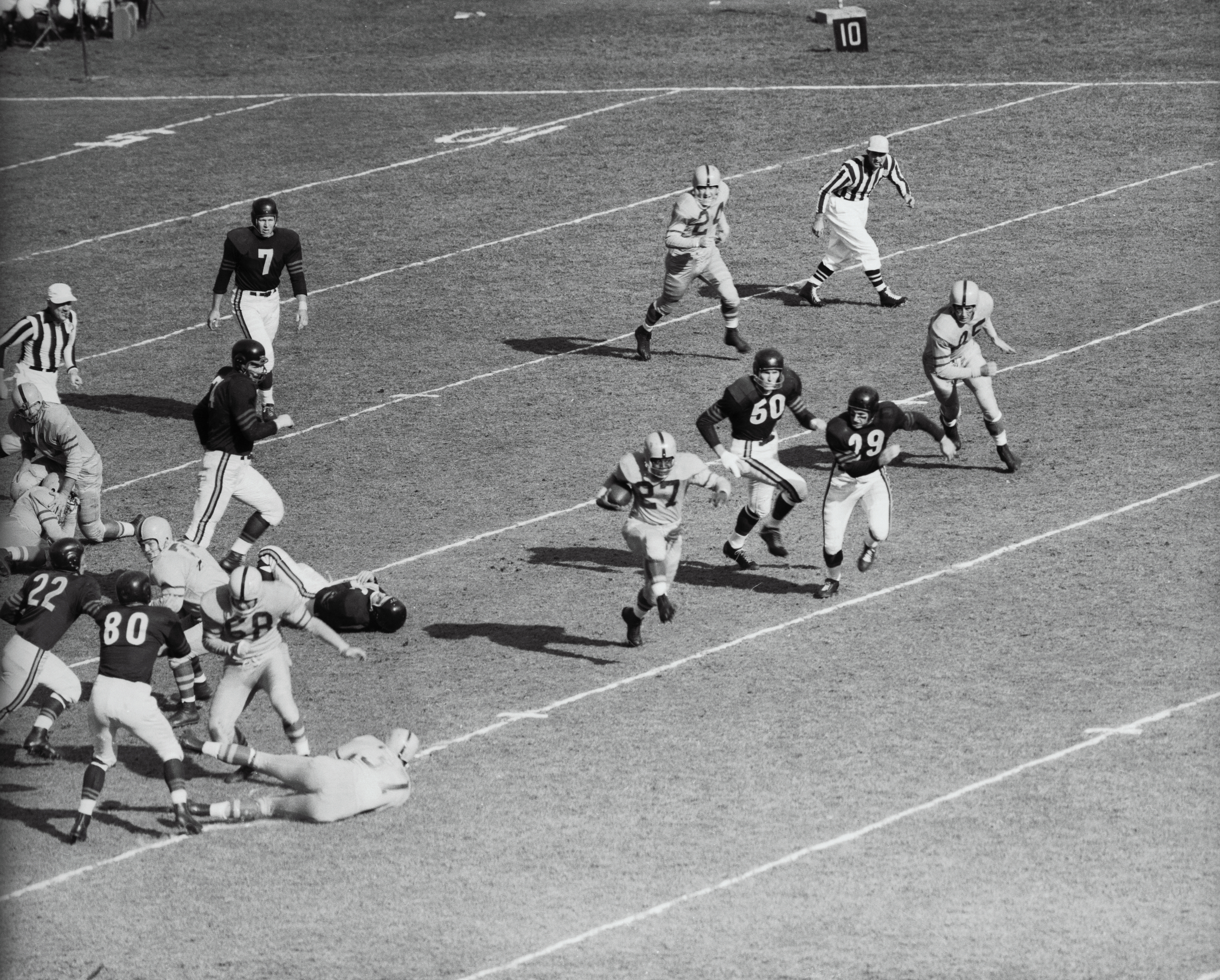 Veryl Switzer Running With the Football