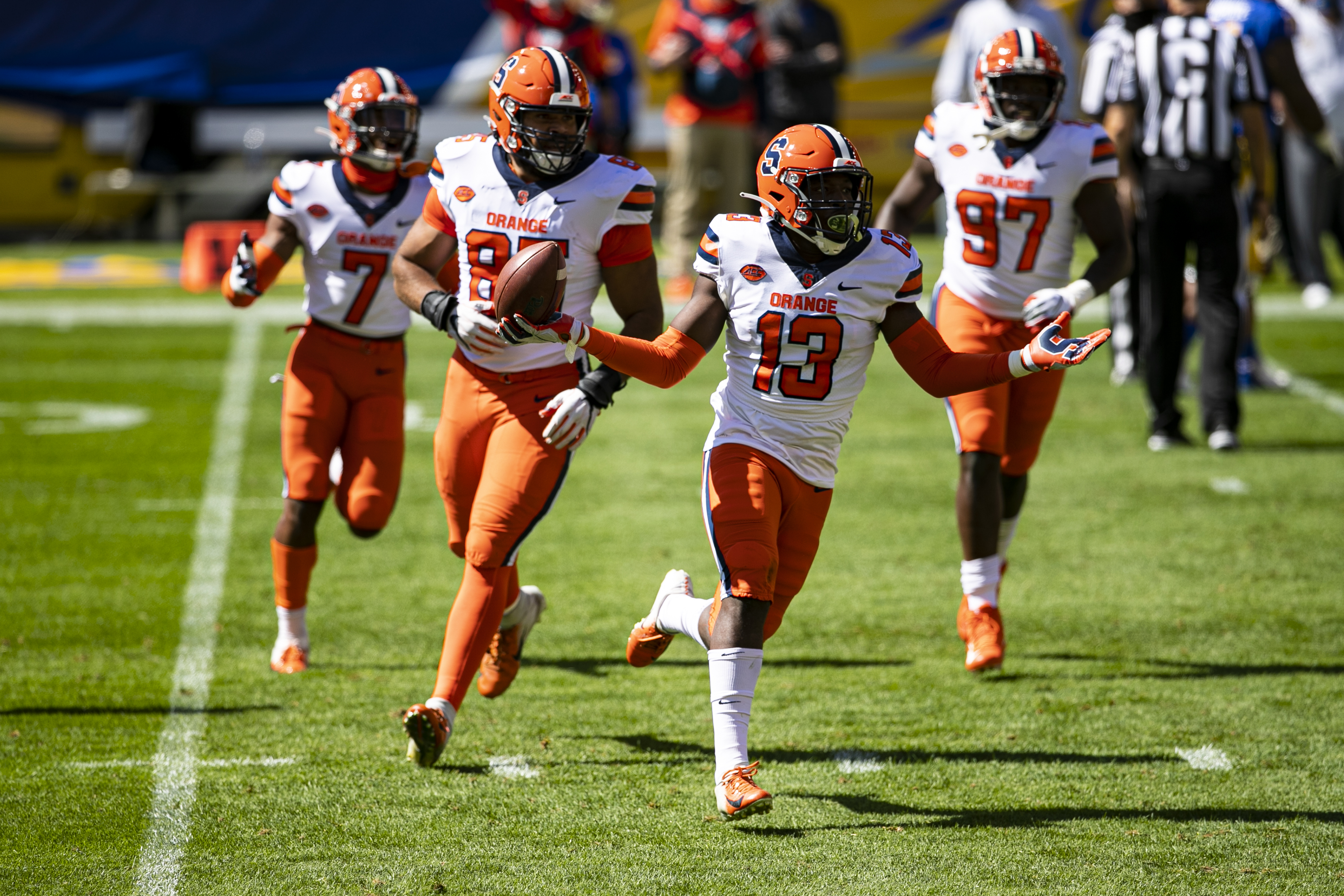 COLLEGE FOOTBALL: SEP 19 Syracuse at Pitt