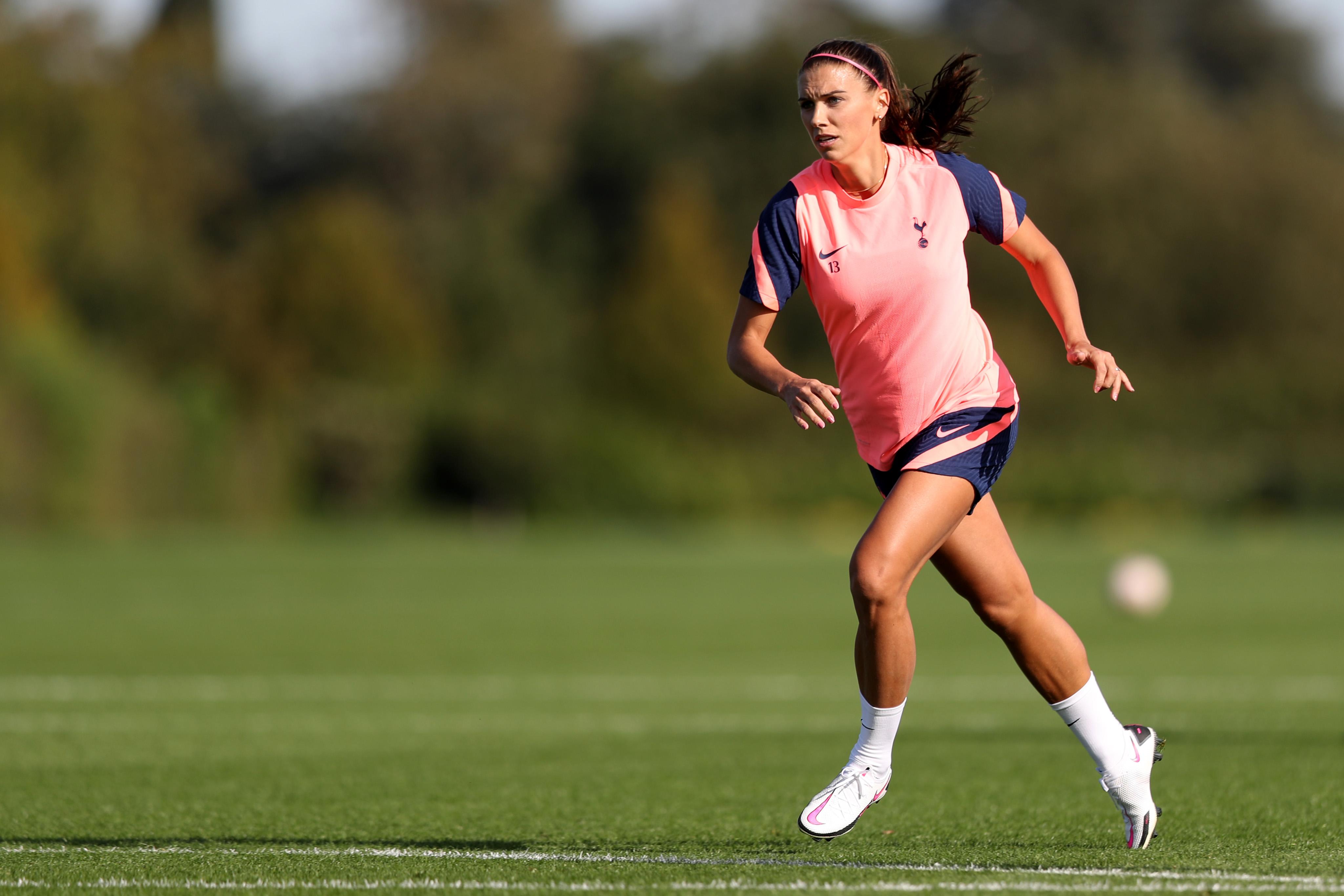 Alex Morgan has her First Day with Tottenham Hotspur Women