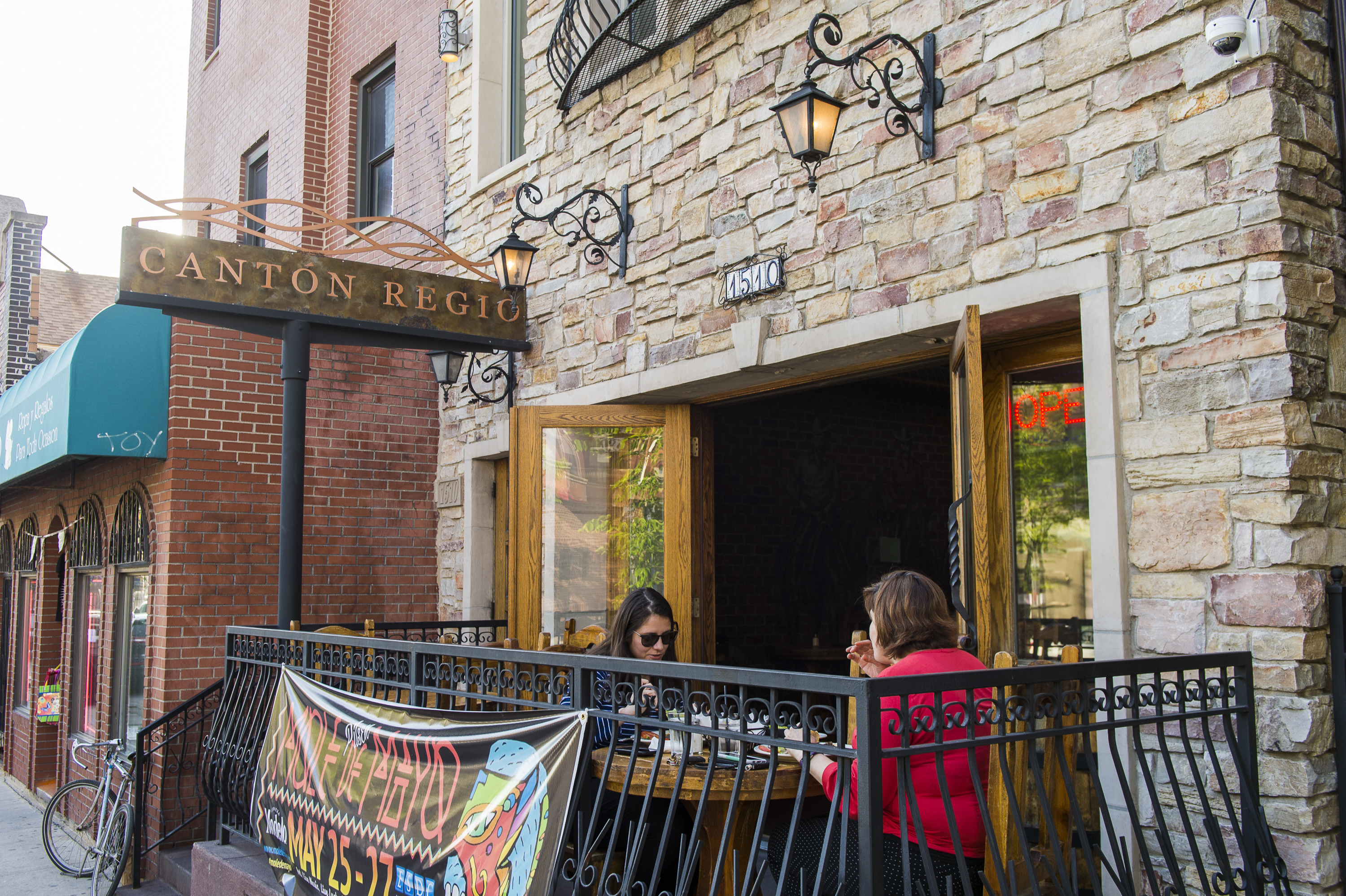 Diners outside at Cantón Regio, 1510 W. 18th St., one of 21 restaurants taking part in ¡Buen Provecho! Taste of Pilsen on Tuesday, Sept. 28.