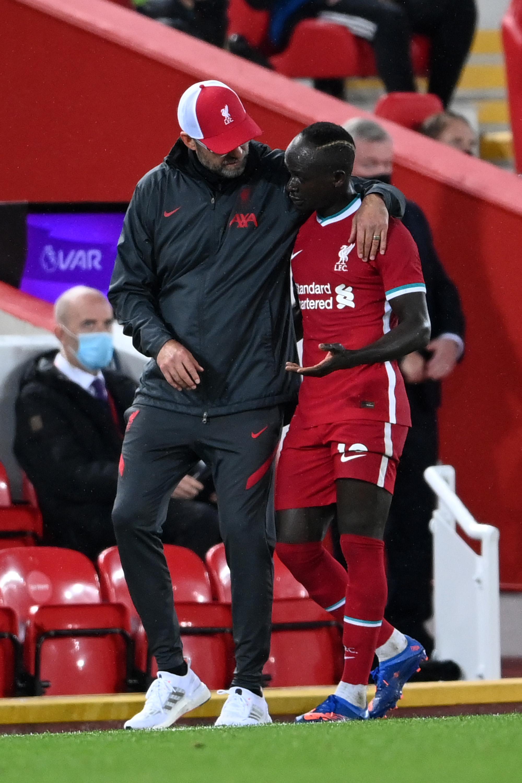 Jurgen Klopp talks to Sadio Mane - Liverpool - Premier League