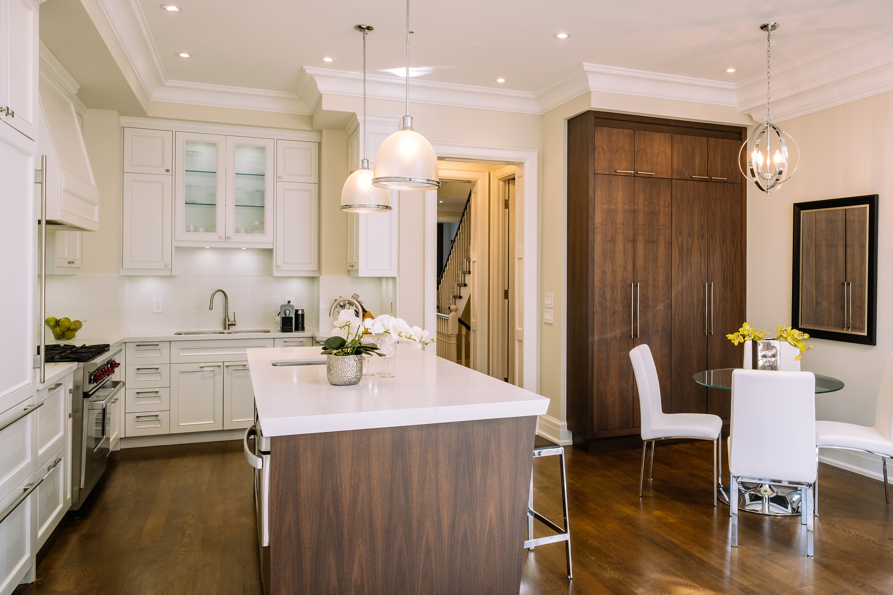 Open concept kitchen with breakfast area.