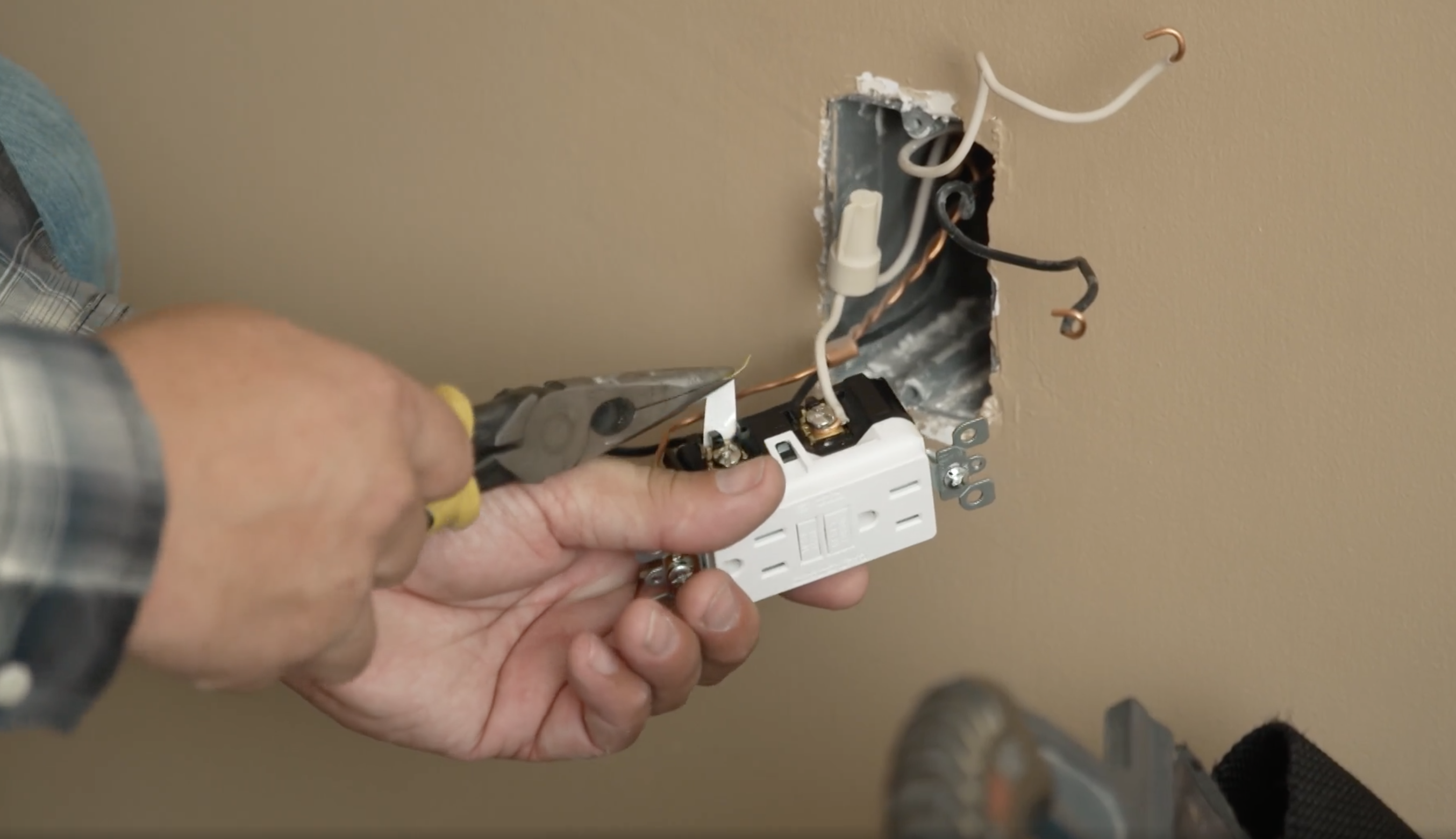 Installing an ACFI outlet