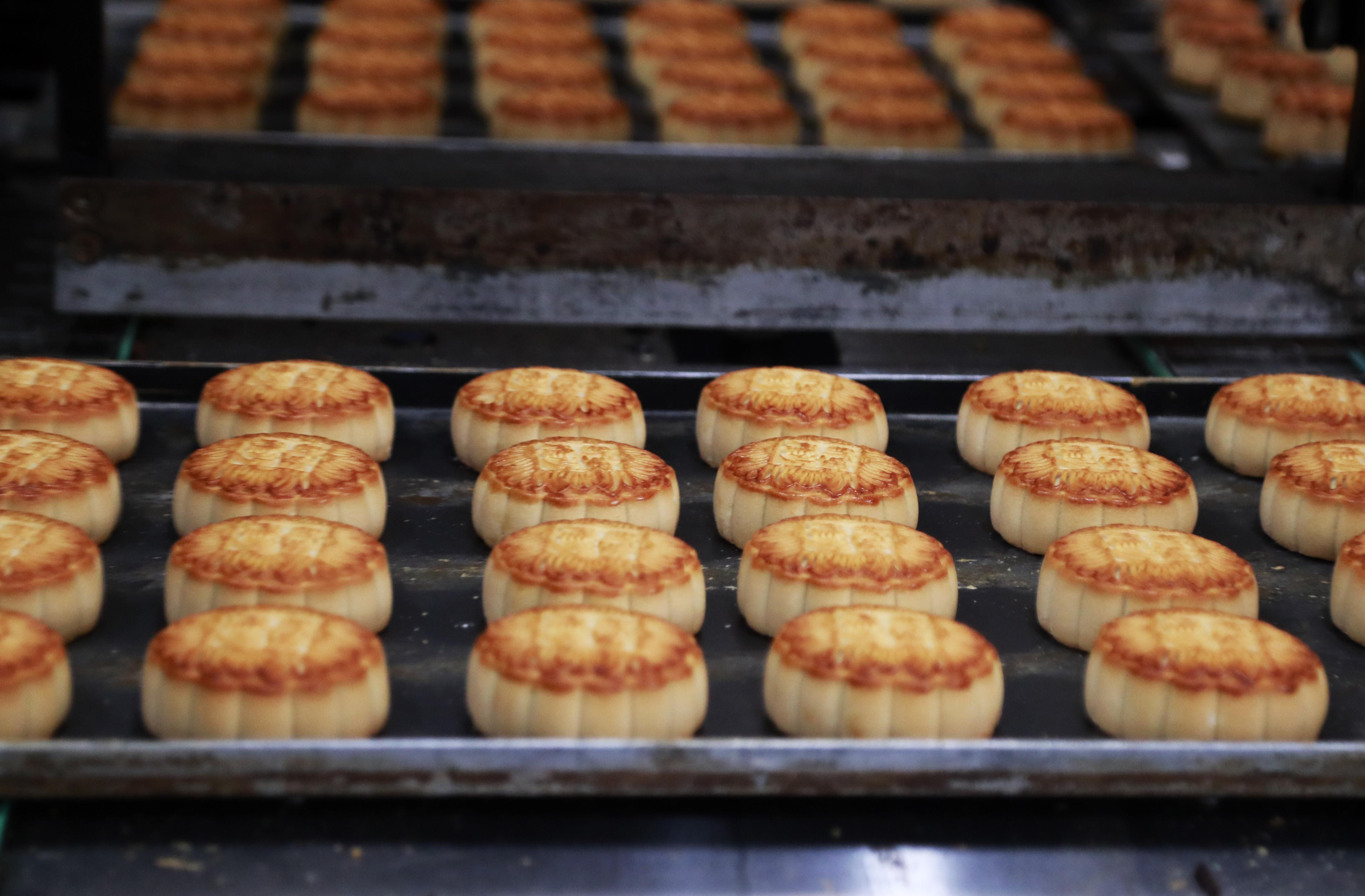 Sunya Mooncake Production In Shanghai