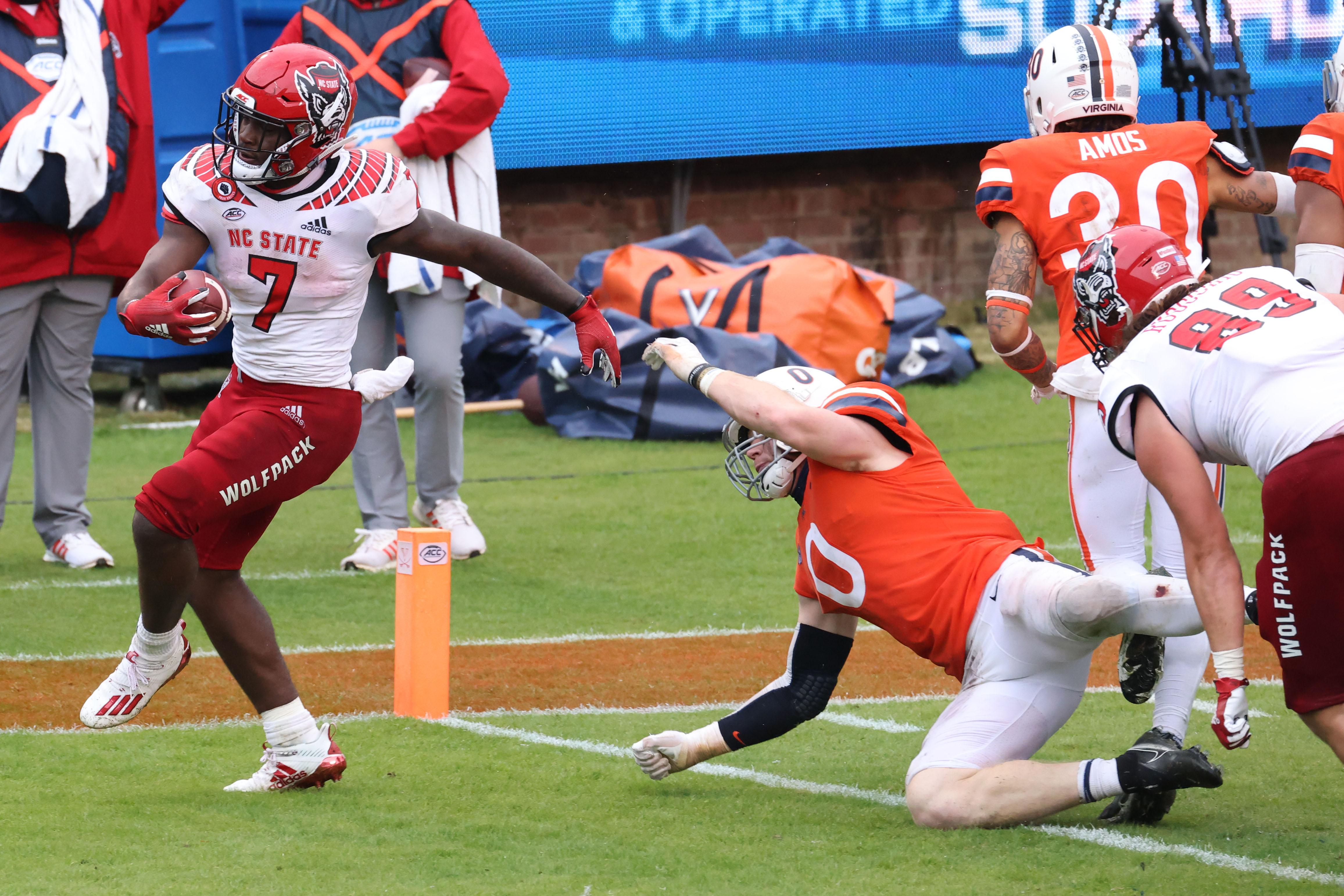 NCAA Football: North Carolina State at Virginia