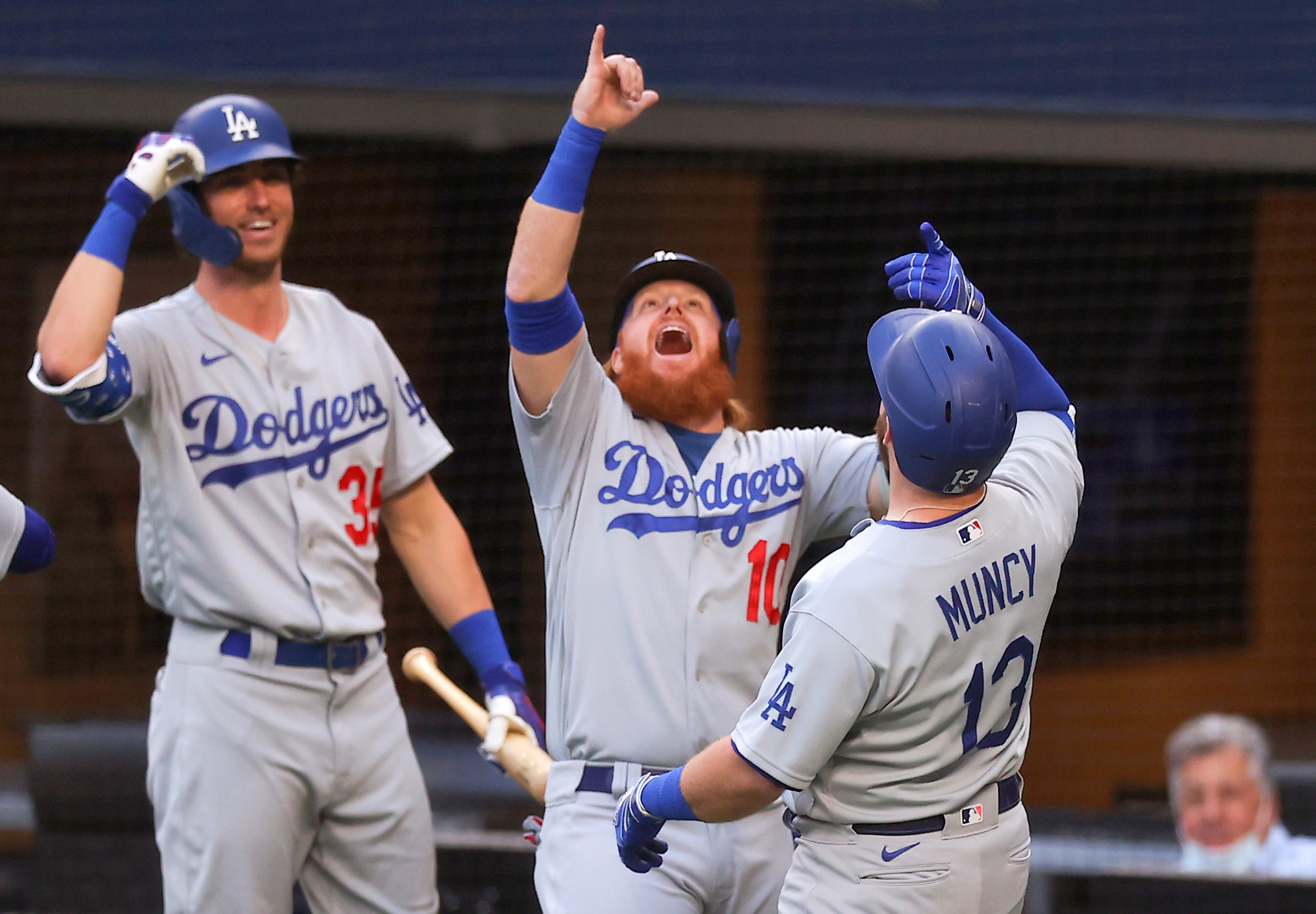 League Championship - Los Angeles Dodgers v Atlanta Braves - Game Three