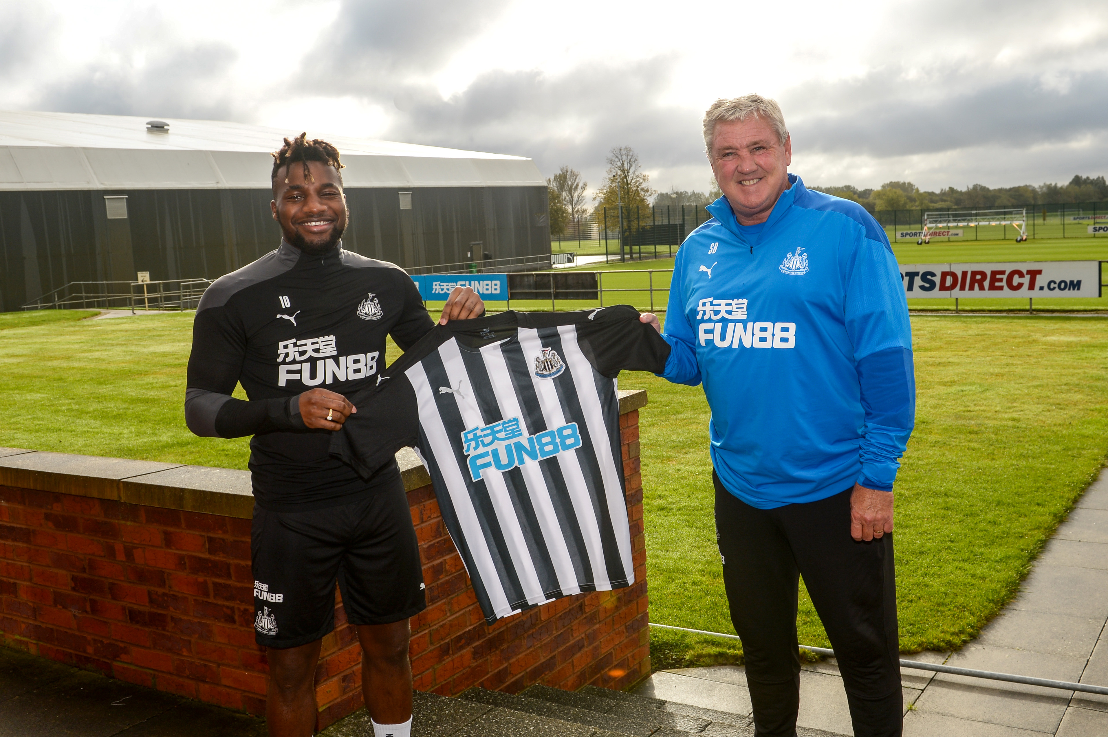 Allan Saint-Maximin Signs a New Contract at Newcastle United