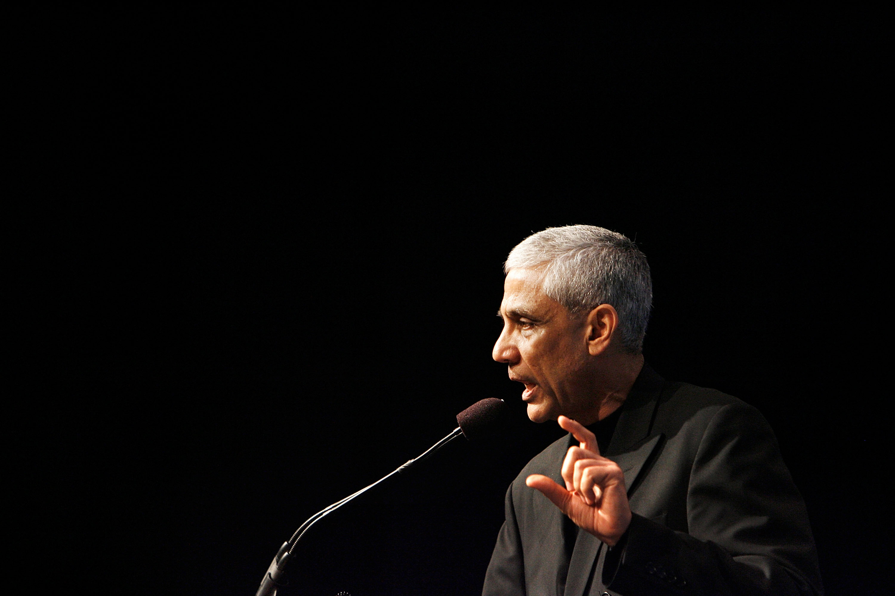 Vinod Khosla speaks at a microphone