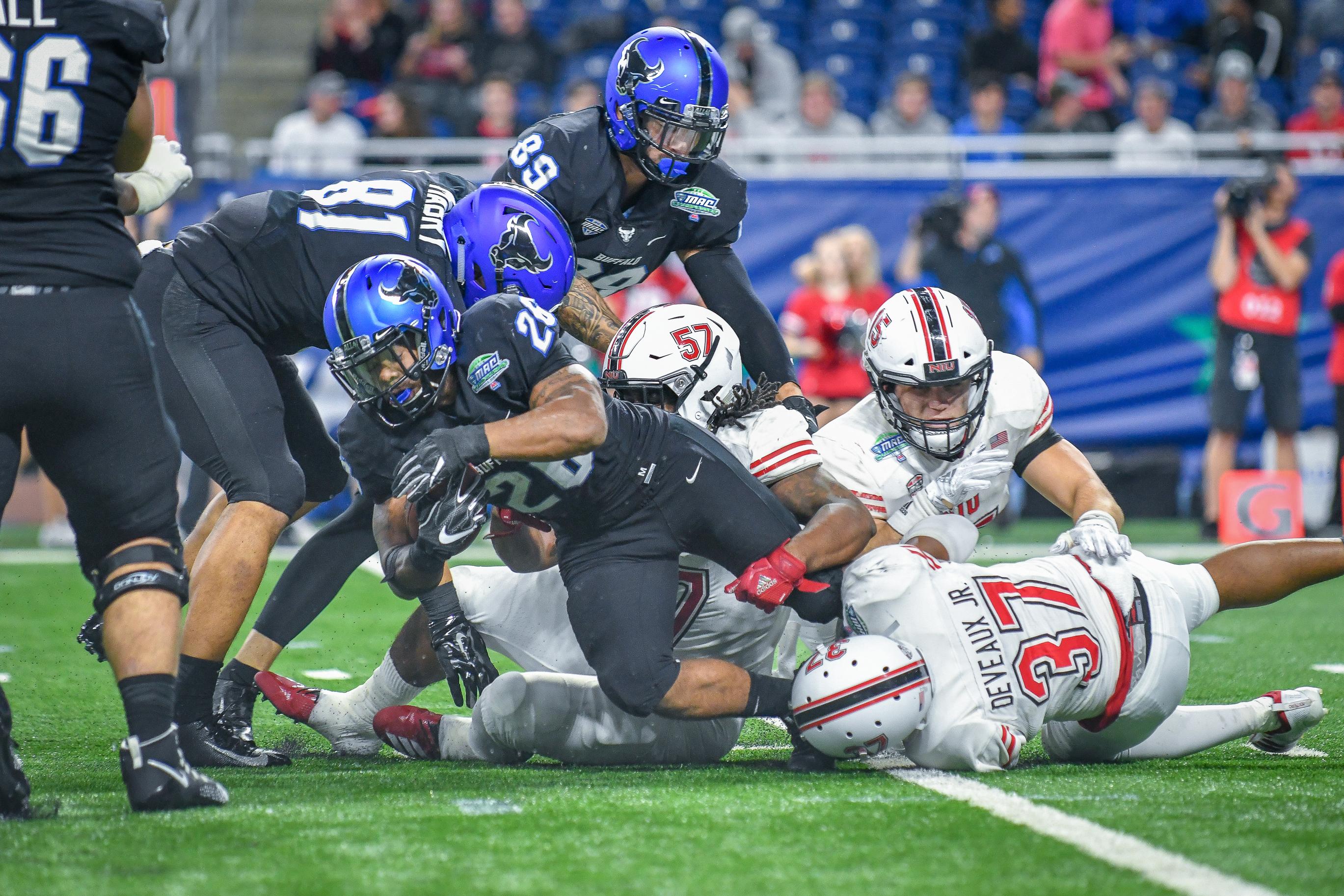 大学橄榄球:11月30日Mac冠军赛 -  Niu V Buffalo