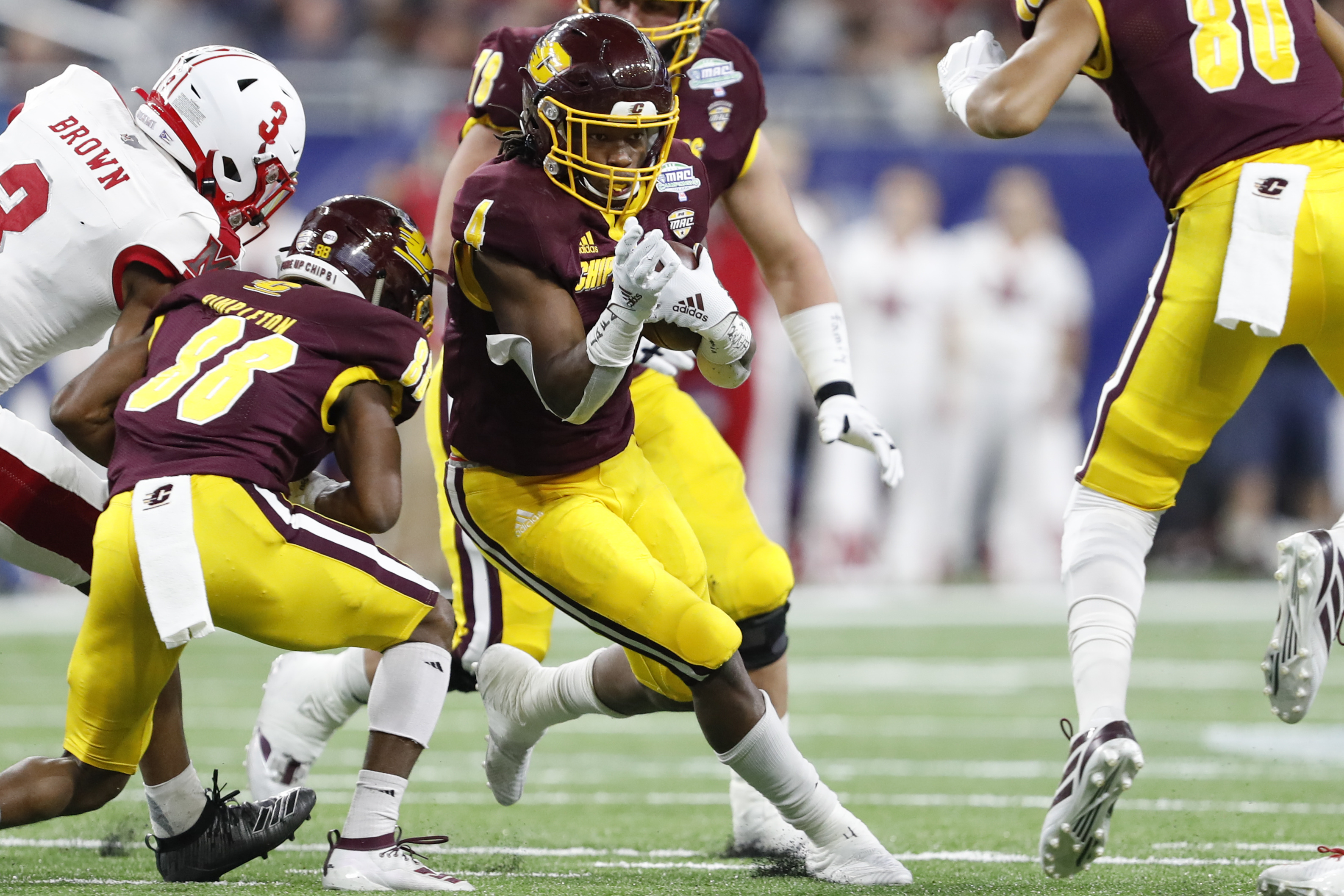 NCAA橄榄球赛:迈阿密(俄亥俄州)在密歇根州中部