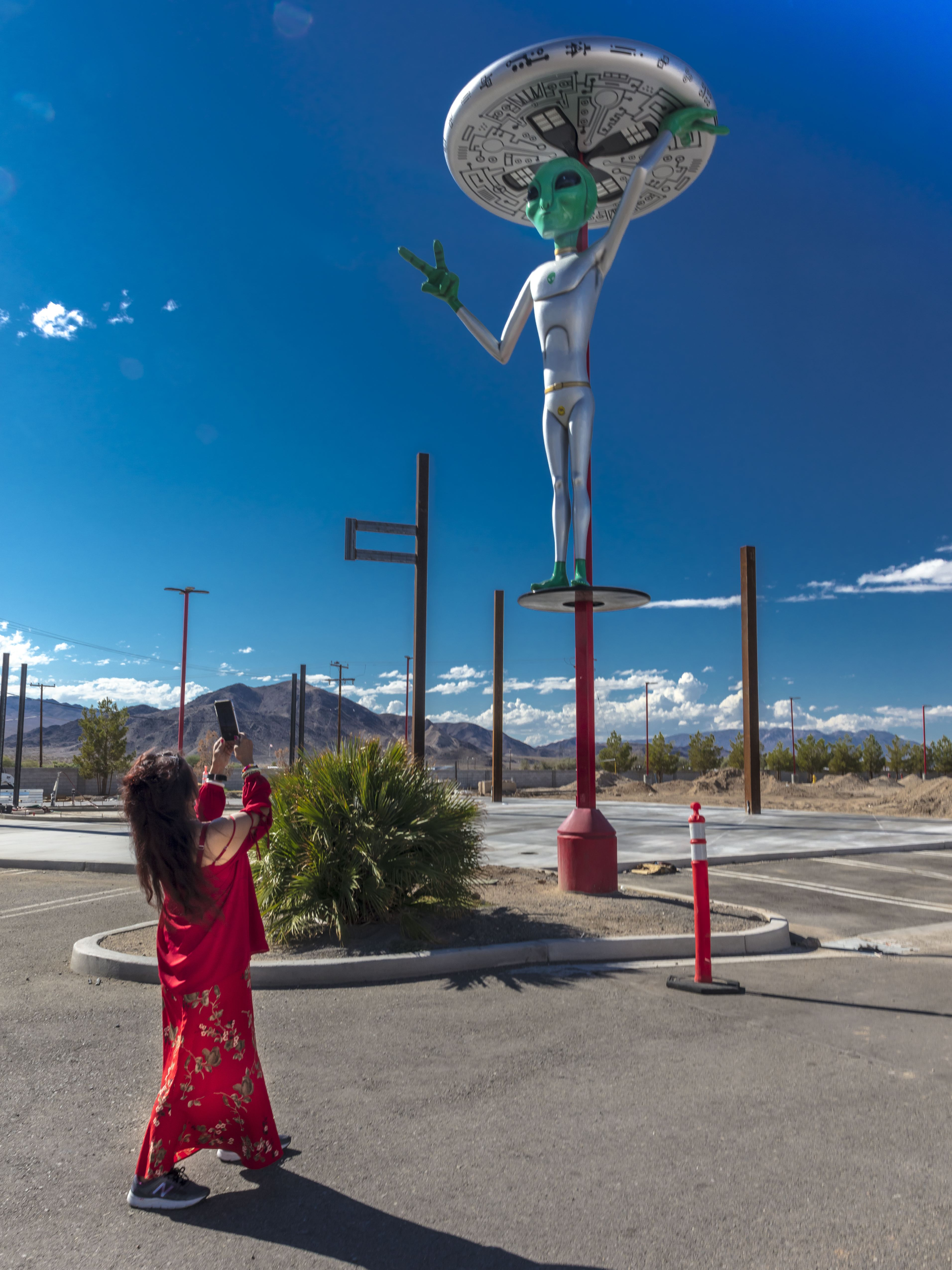 Indian woman photographs UFO alien in Baker California