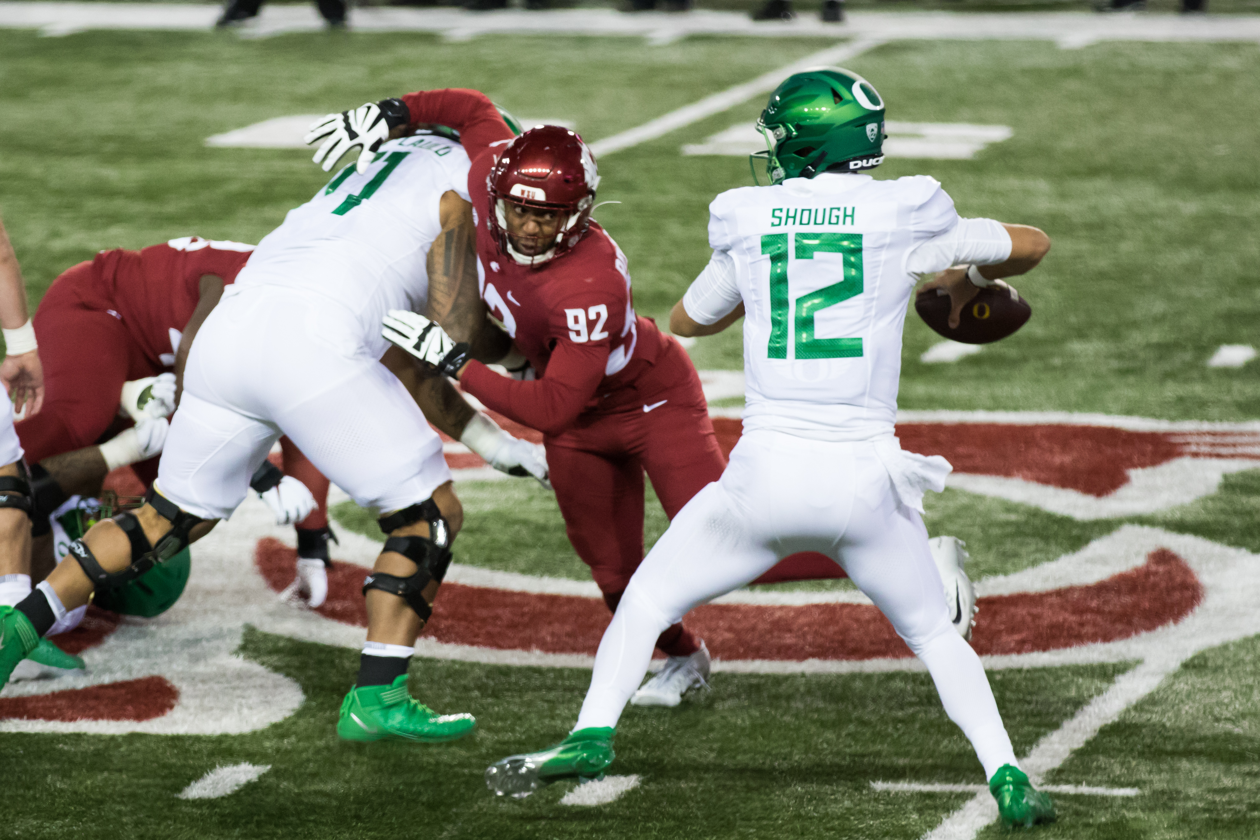 PULLMAN, WA - NOVEMBER 14: Washington State EDGE Will Rodgers (92) fights to get to Oregon QB Tyler Shough (12) in the second quarter of the Pac 12 North divisional matchup between the Oregon Ducks and the Washington State Cougars on November 14, 2020, at Martin Stadium in Pullman, WA.