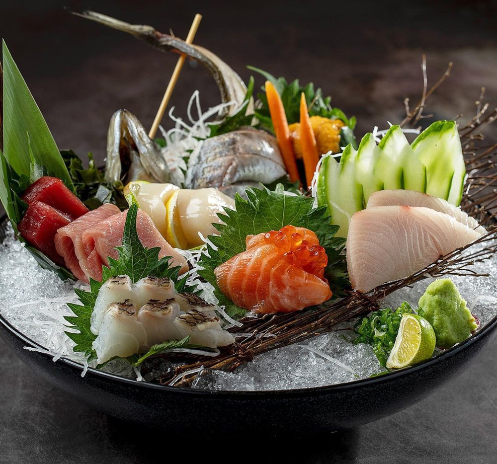 A sashimi platter at chef Ramir DeCastro's new Chinatown restaurant Robata En.