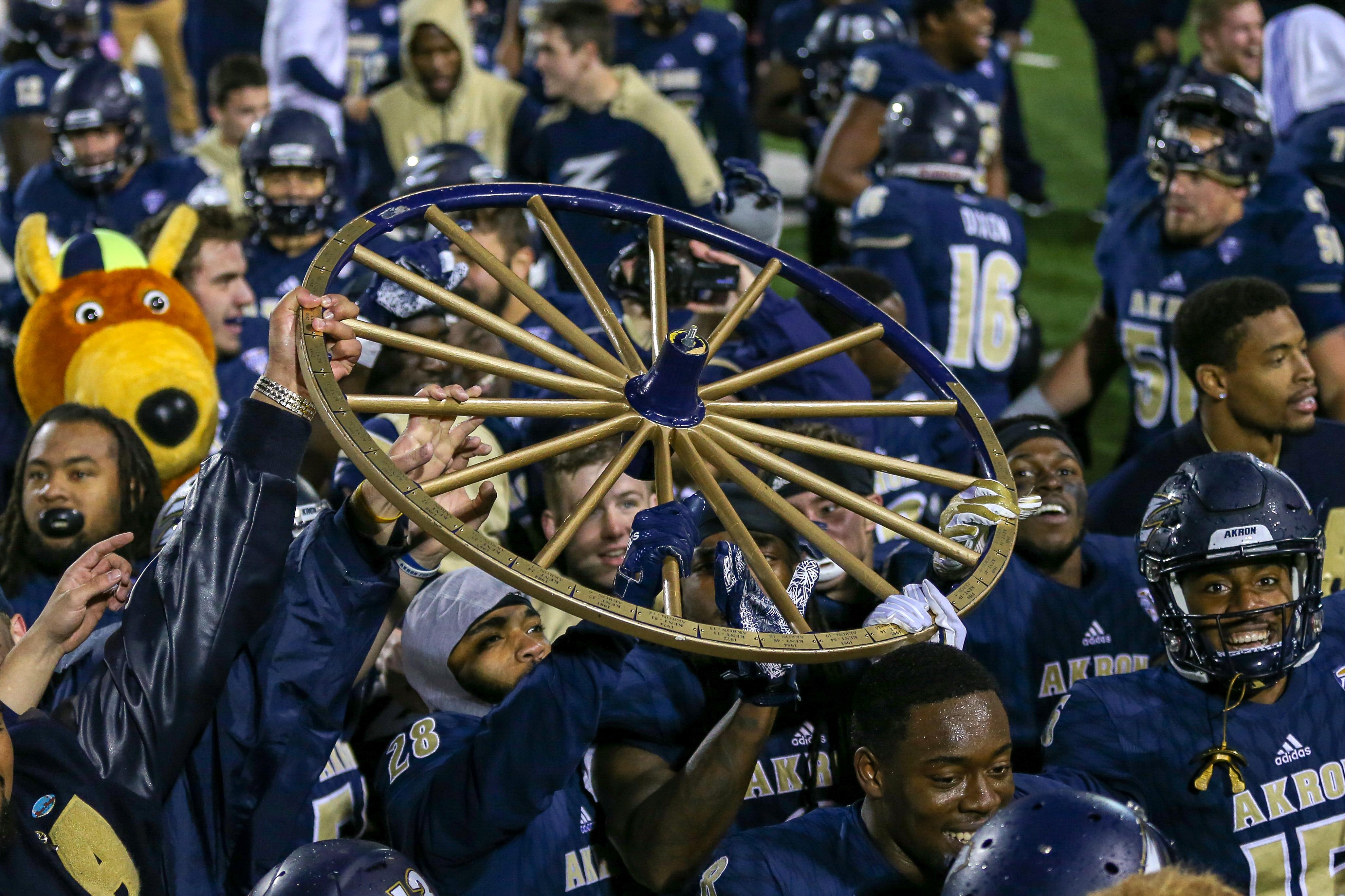 大学橄榄球:10月20日在肯特州立大学阿克伦球场