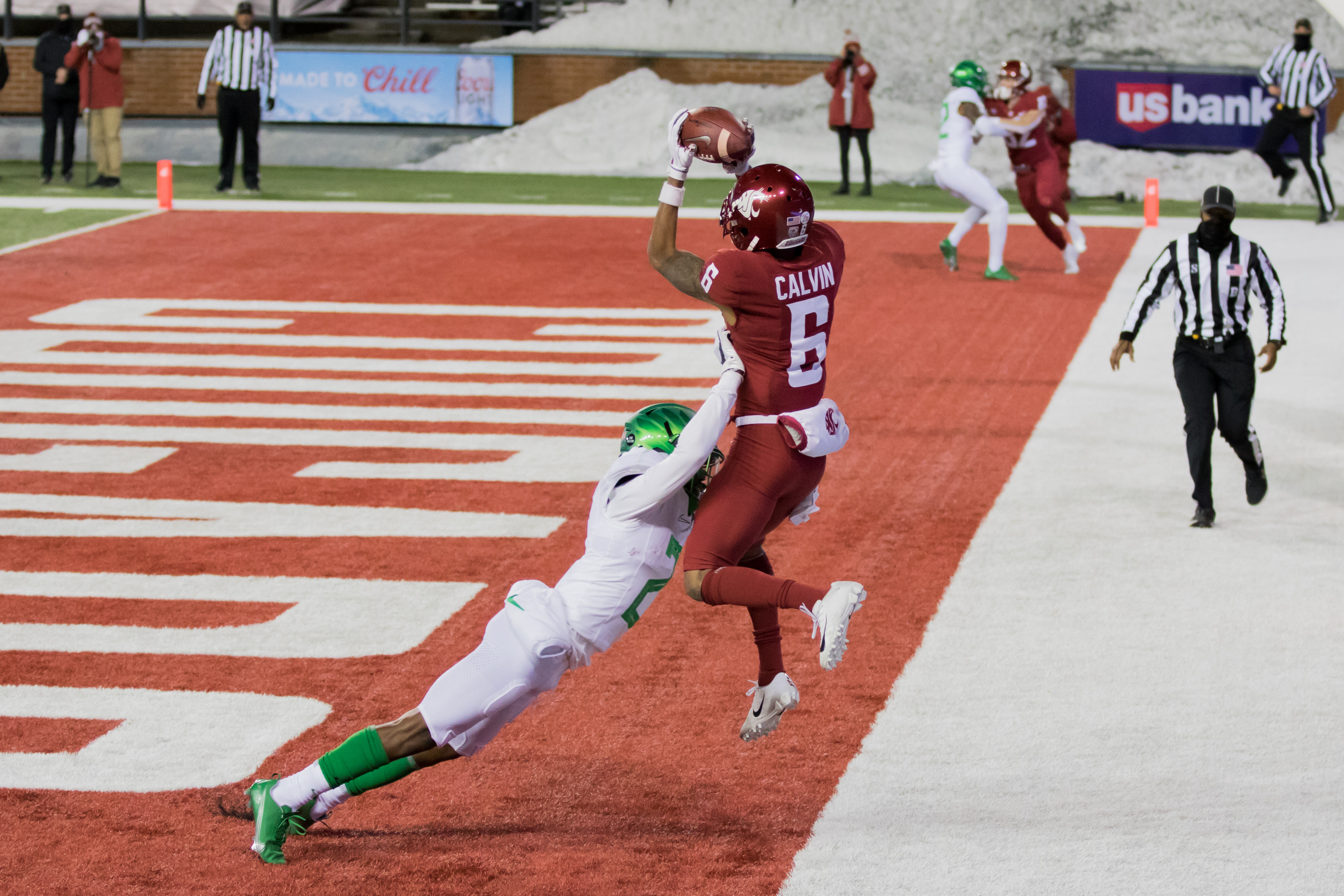 PULLMAN, WA - NOVEMBER 14: Washington State WR Jamire Calvin (6) catches a pass out of bounds in the forth quarter of the Pac 12 North divisional matchup between the Oregon Ducks and the Washington State Cougars on November 14, 2020, at Martin Stadium in Pullman, WA.