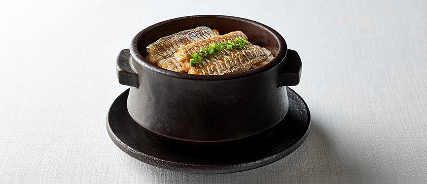 Fish in a black pot