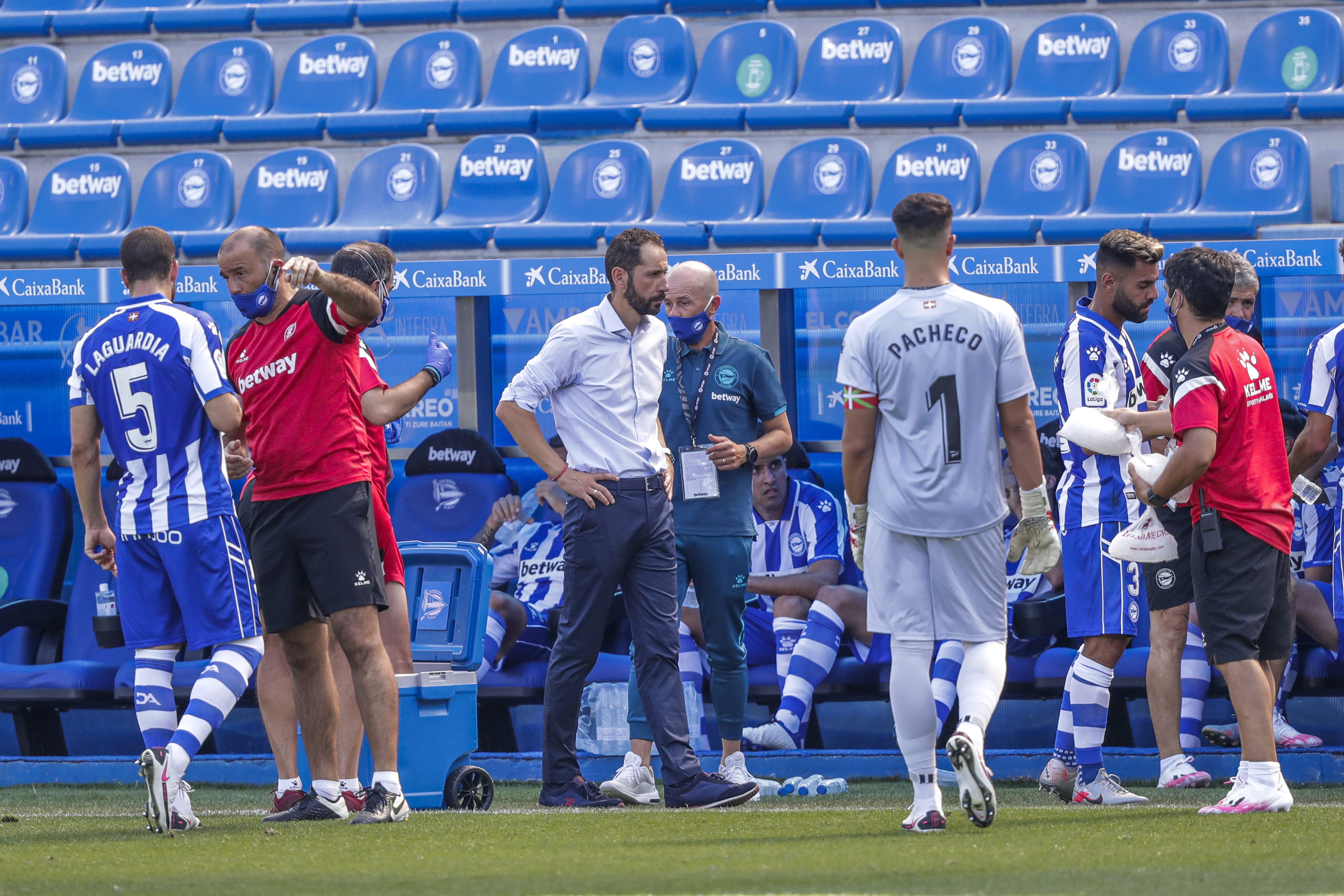 Deportivo Alaves v Real Betis Sevilla - La Liga Santander