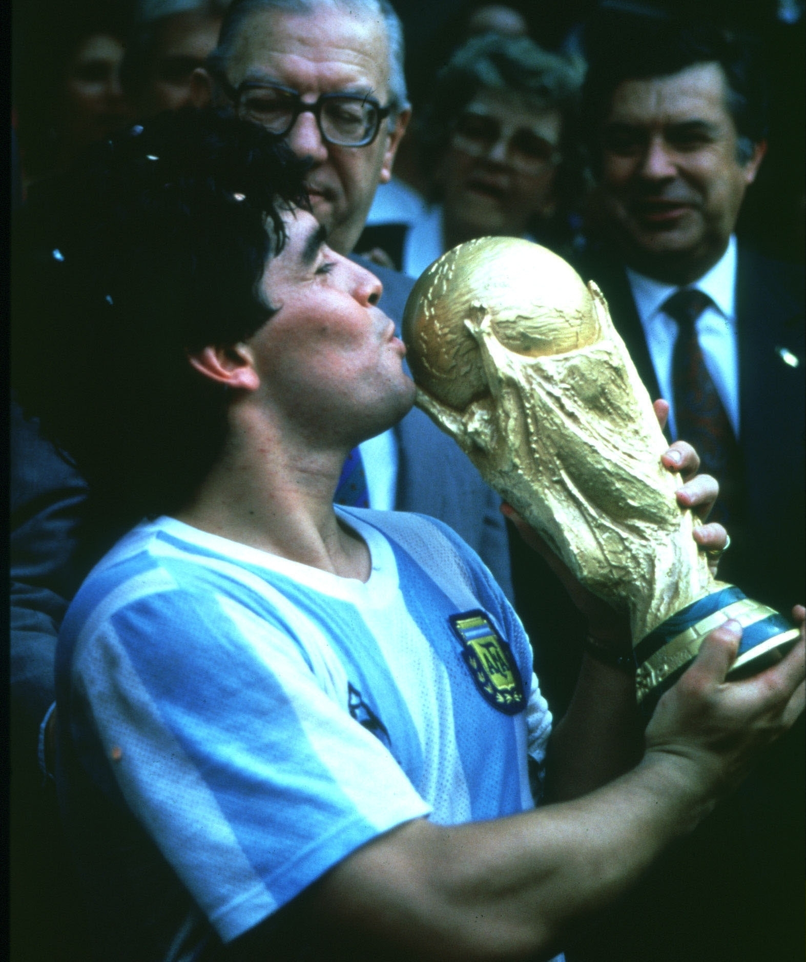1986 FIFA World Cup in Mexico Diego Armando Maradona *30.10.1960- Football player, member of the Argentine national team - Maradona kissing the World Cup trophy - 29.06.1986
