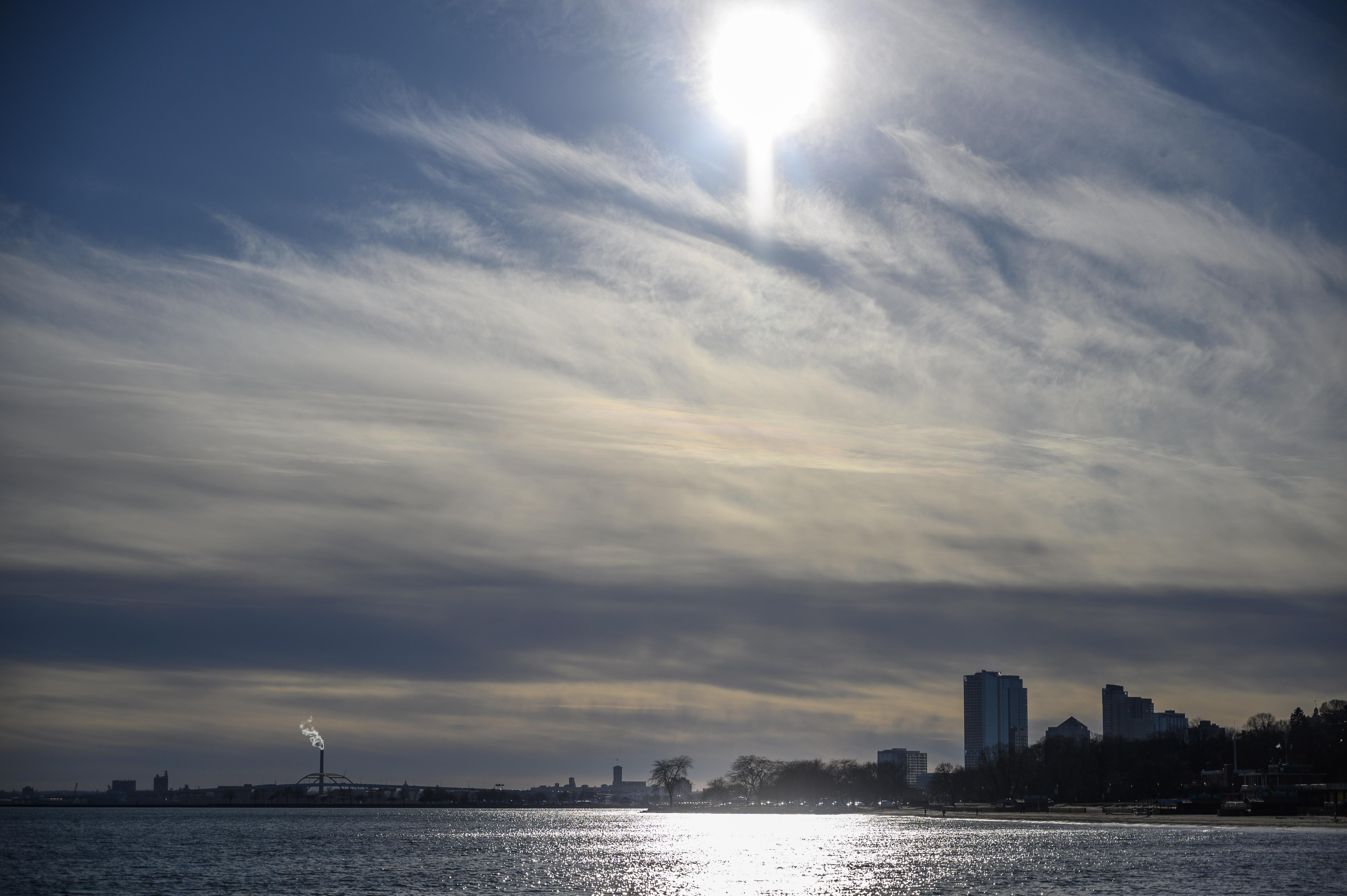 US-CITY SCAPE-MILWAUKEE-LAKE MICHIGAN