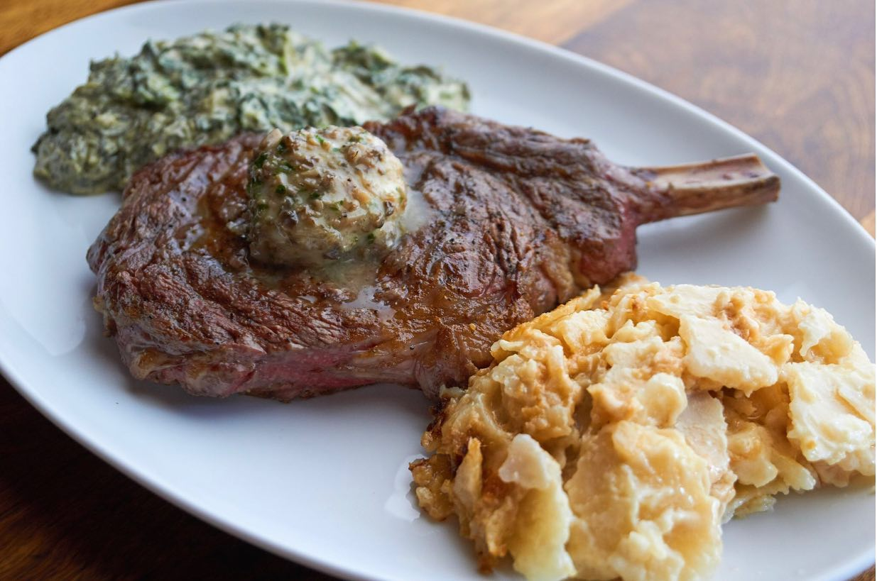 Steak with creamed spinach