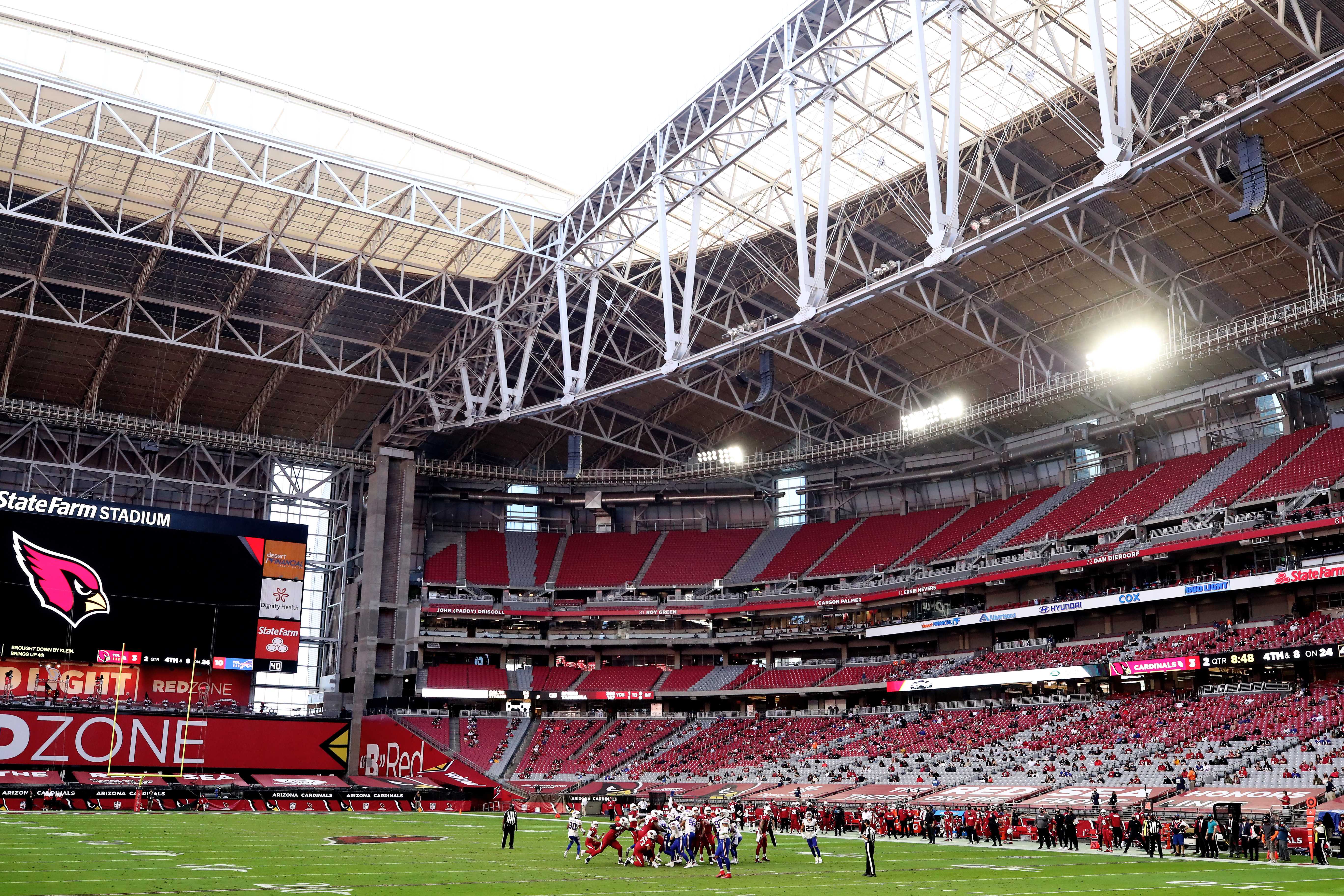 A general view of gameplay during the first half between the Buffalo Bills and the Arizona Cardinals at State Farm Stadium on November 15, 2020 in Glendale, Arizona.