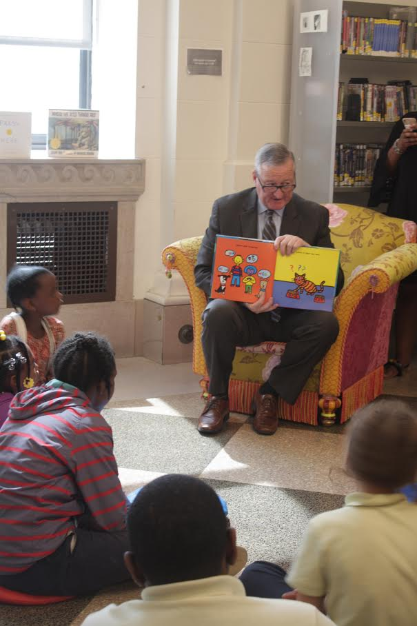 """Mayor Jim Kenney reads aloud to 3rd-grade students from Mead Elementary at the Free Library's """"Summer of Wonder"""" kickoff on Thursday, June 7."""