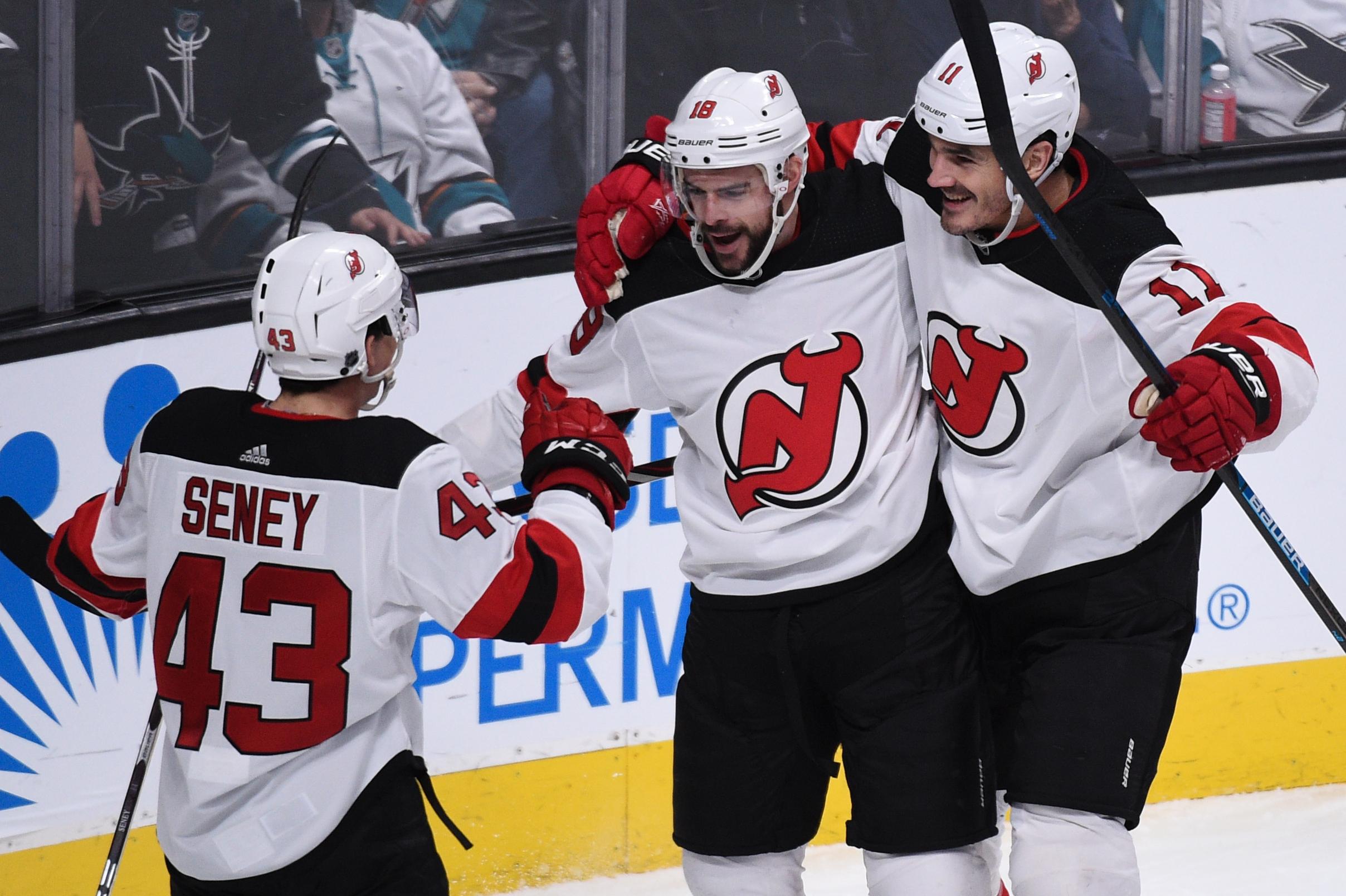 NHL: DEC 10 Devils at Sharks