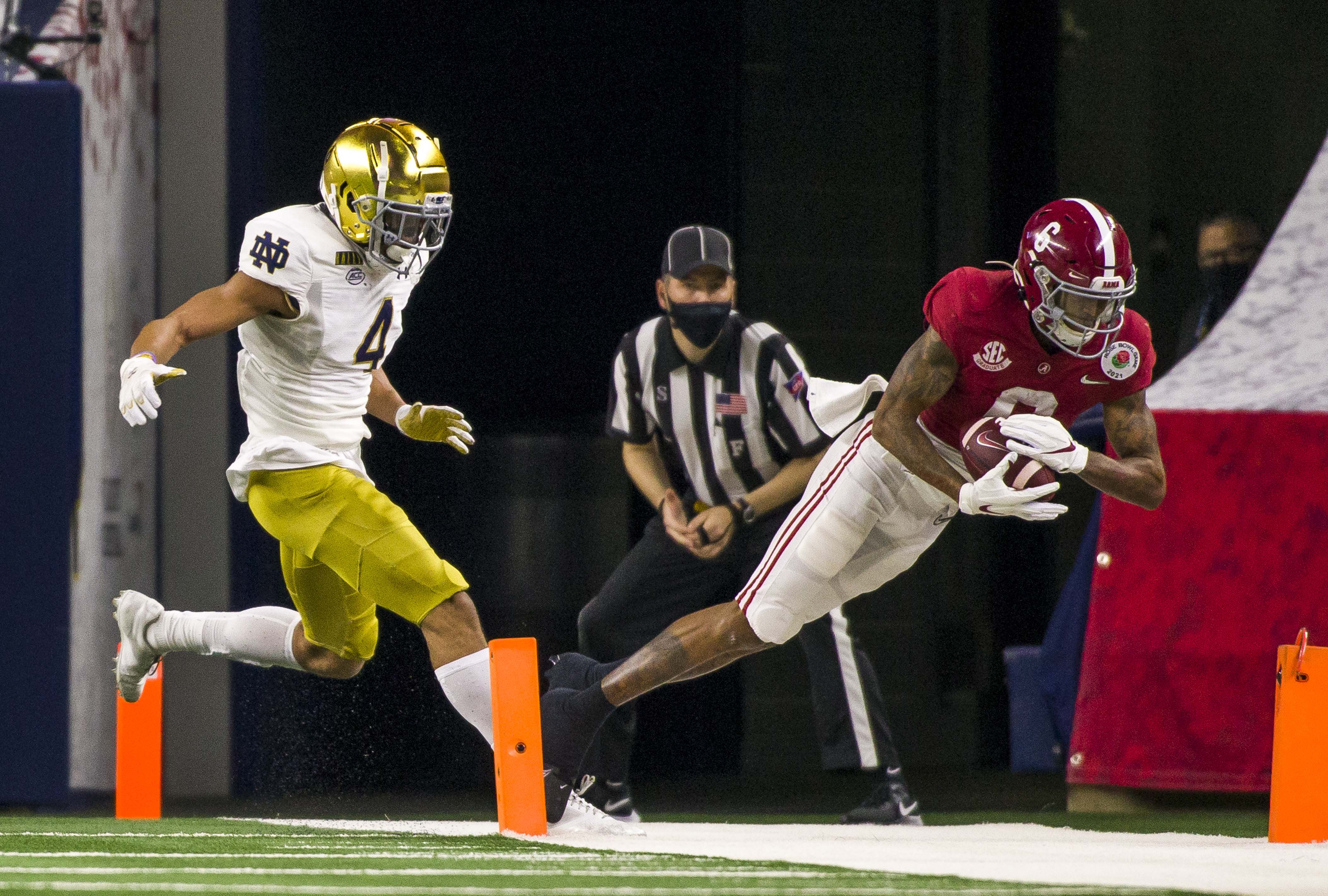 DeVonta Smith makes a touchdown catch next to Notre Dame s Nick McCloud during the 2021 College Football Playoff Rose Bowl game on Friday, Jan. 1, 2021, inside AT&T Stadium in Arlington, Texas.
