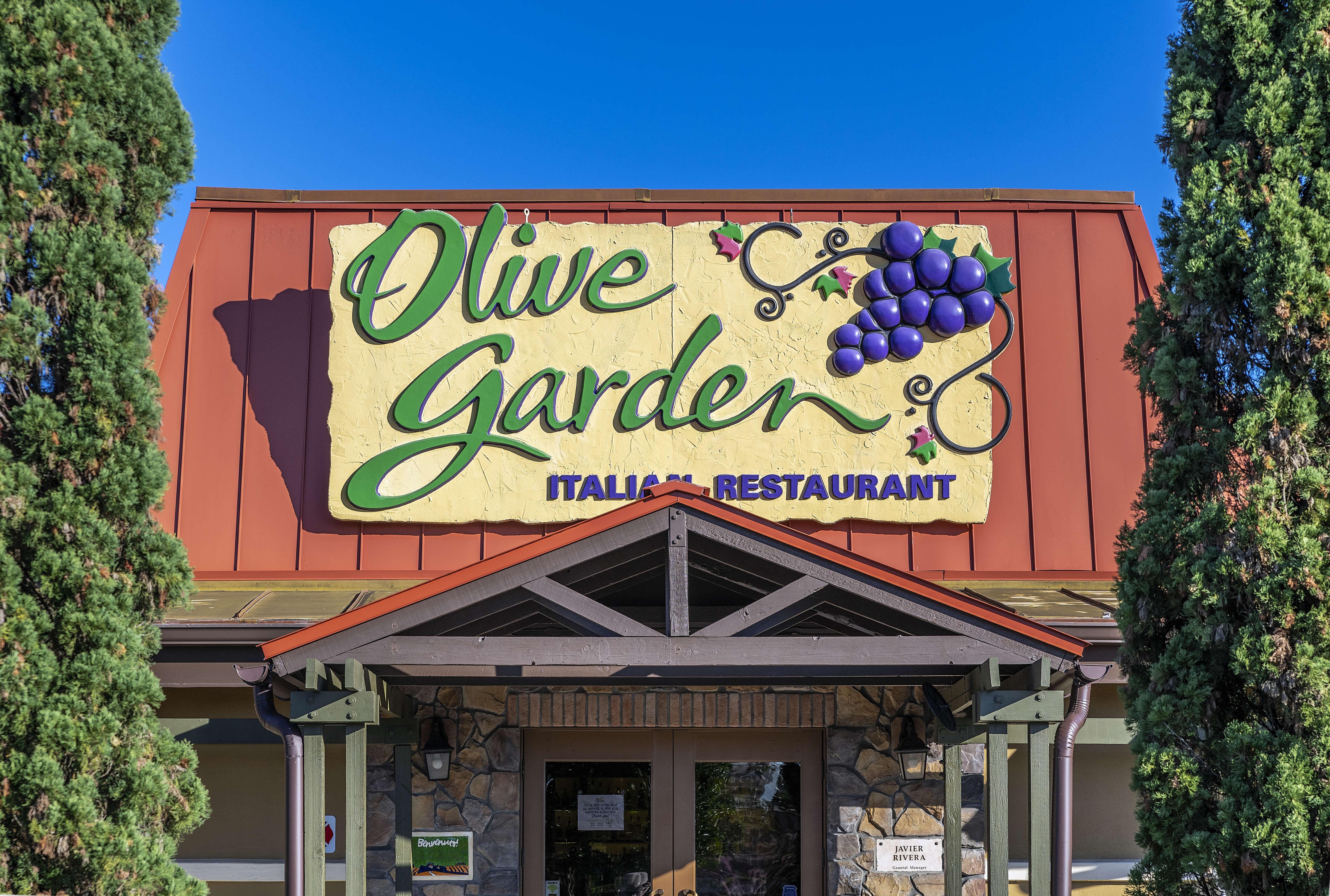 The exterior of an Olive Garden restaurant.
